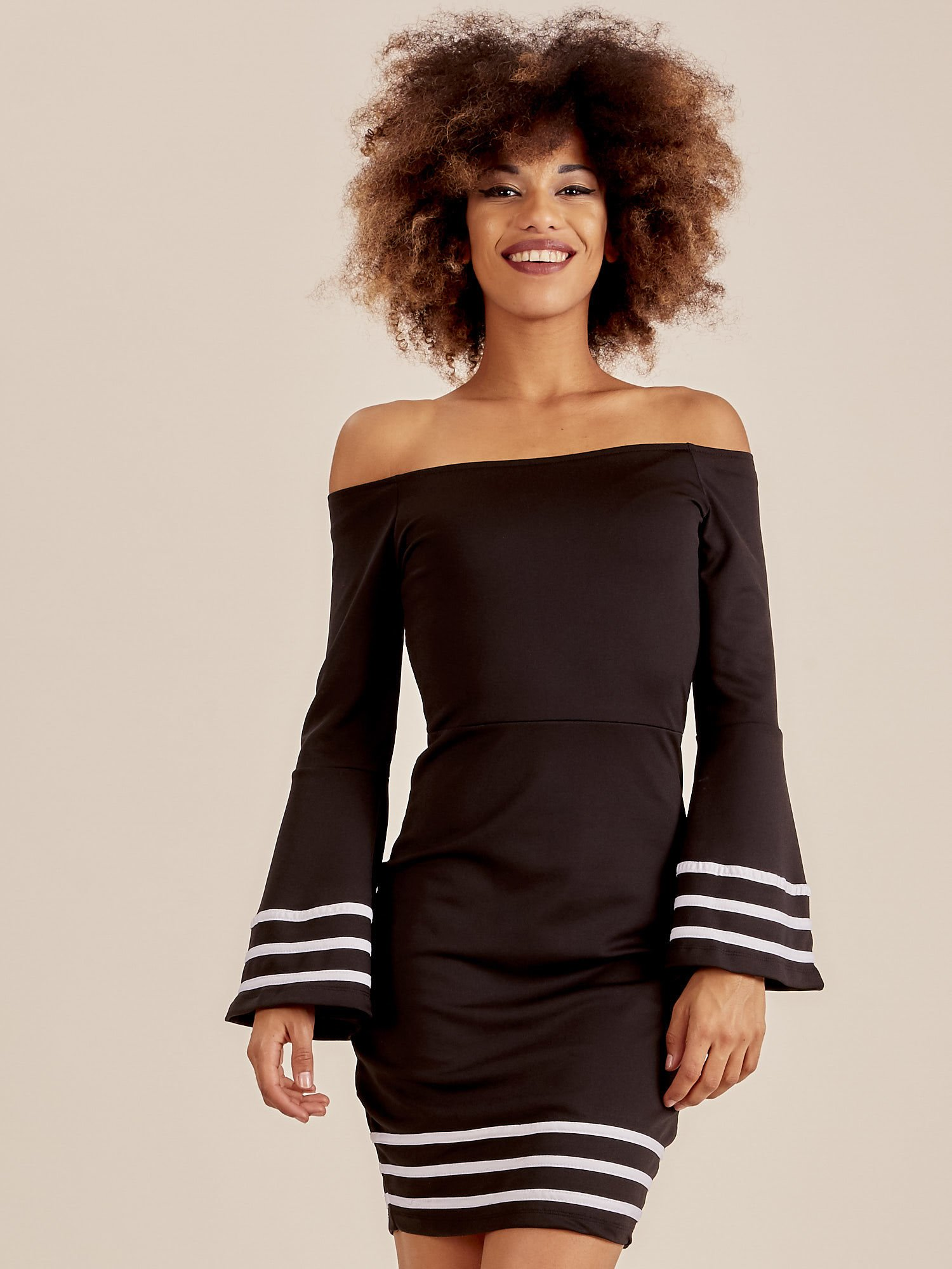 186ee5868a405e Czarna sukienka z szerokim rękawem - Sukienka koktajlowa - sklep ...