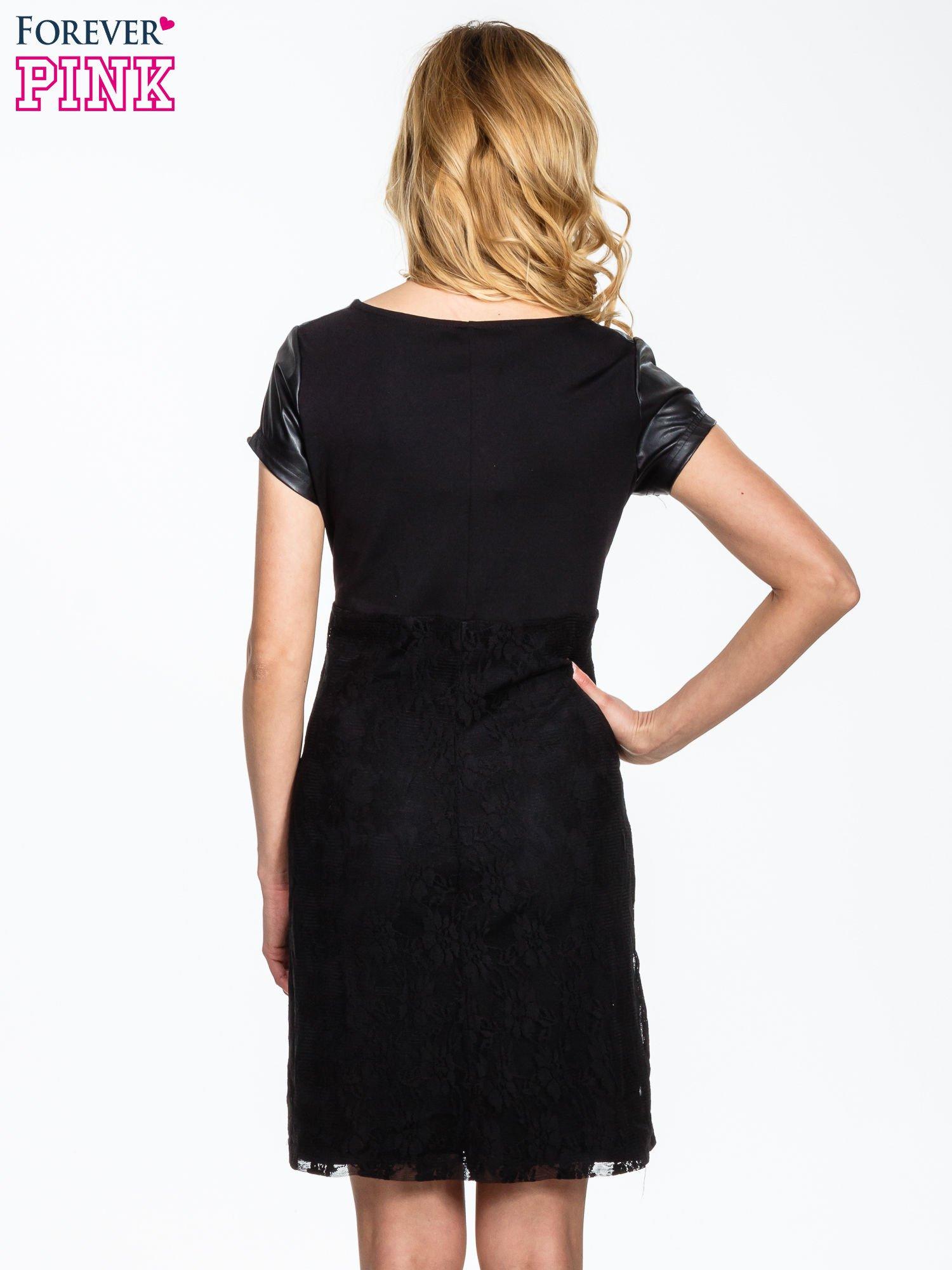 Czarna sukienka ze skórzanym i koronkowym wykończeniem                                  zdj.                                  4