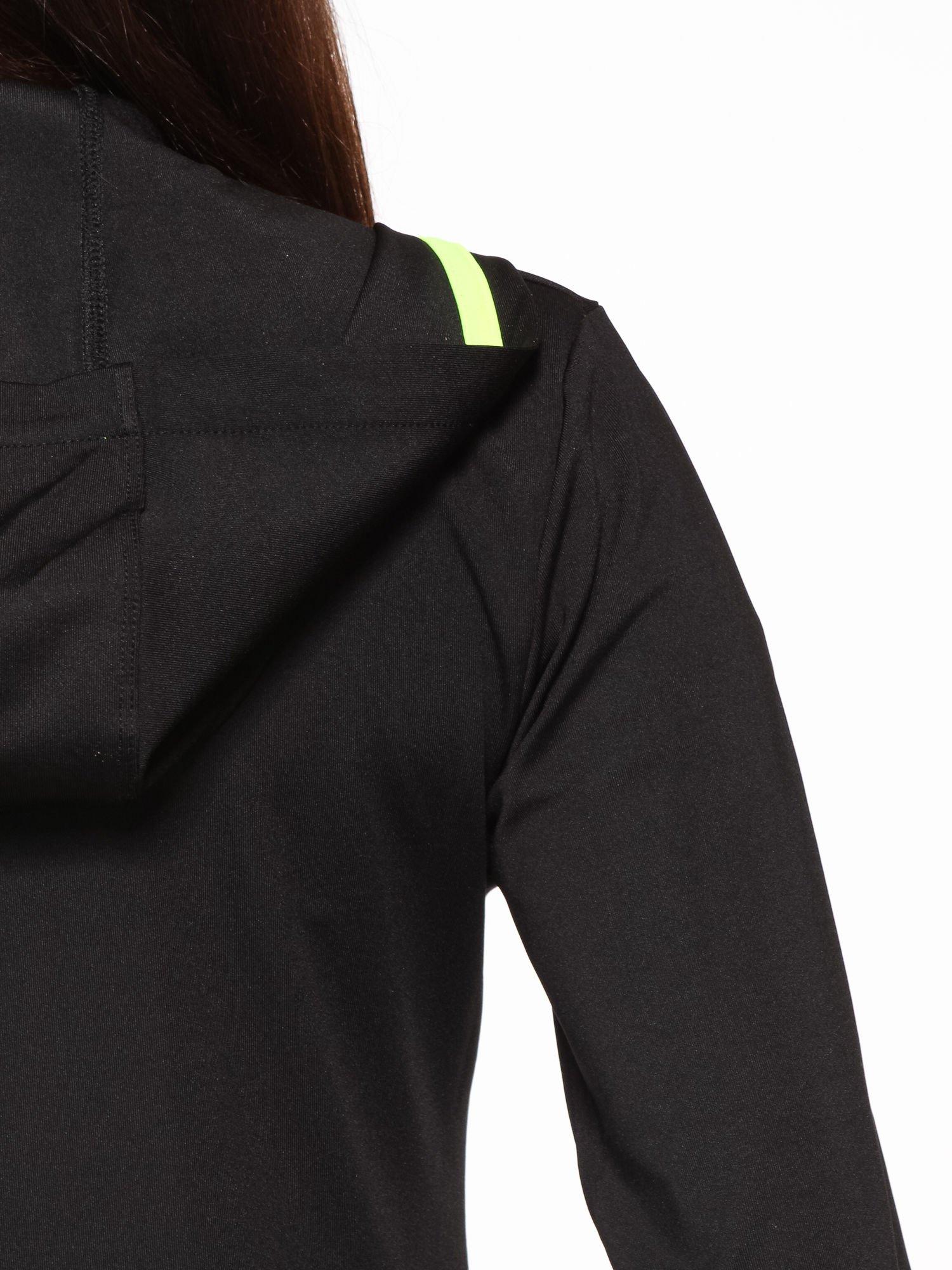 Czarna termoaktywna bluza do biegania z kapturem i fluozielonymi wstawkami ♦ Performance RUN                                  zdj.                                  12