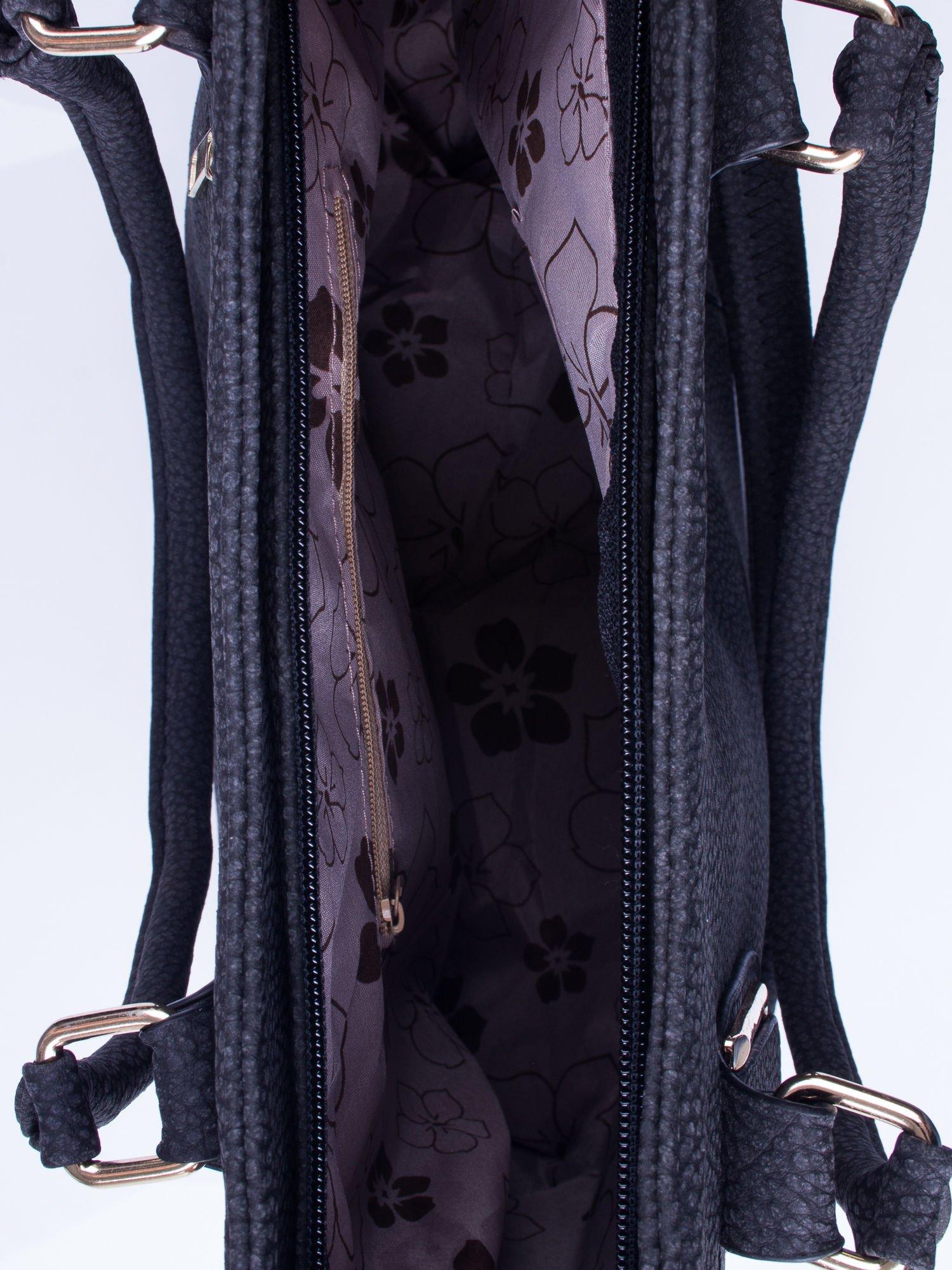 Czarna torba shopper bag ze złotymi okuciami przy rączkach                                  zdj.                                  4