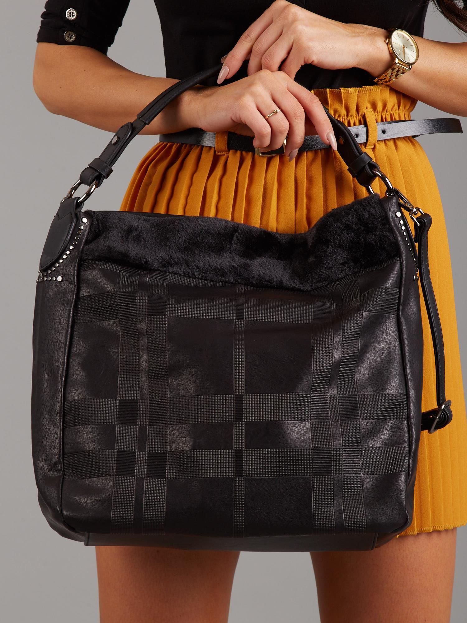 842861013e190 Czarna torba w kratkę z futerkiem - Akcesoria torba - sklep eButik.pl