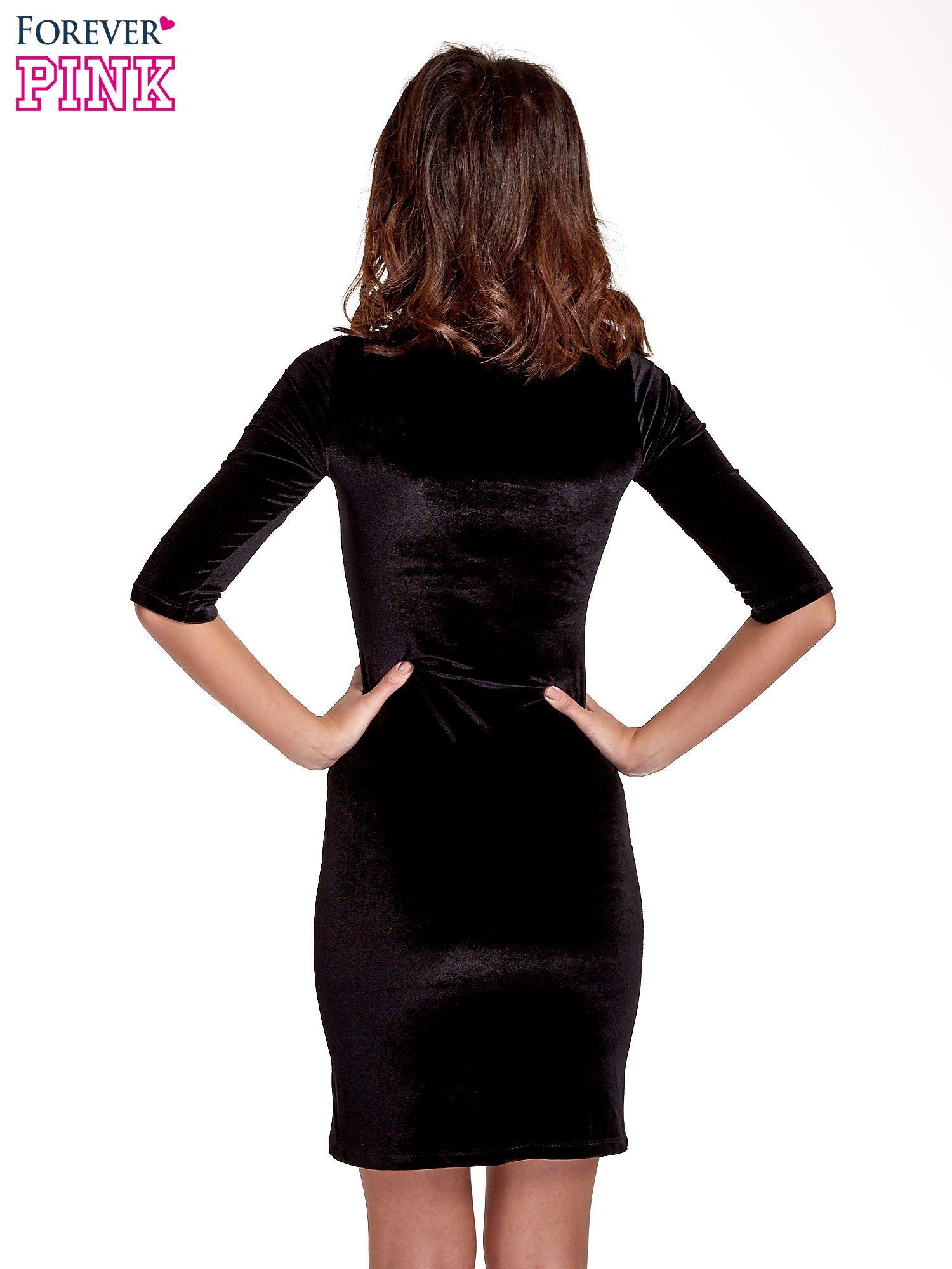 Czarna welurowa sukienka z koronkowym wykończeniem                                  zdj.                                  4