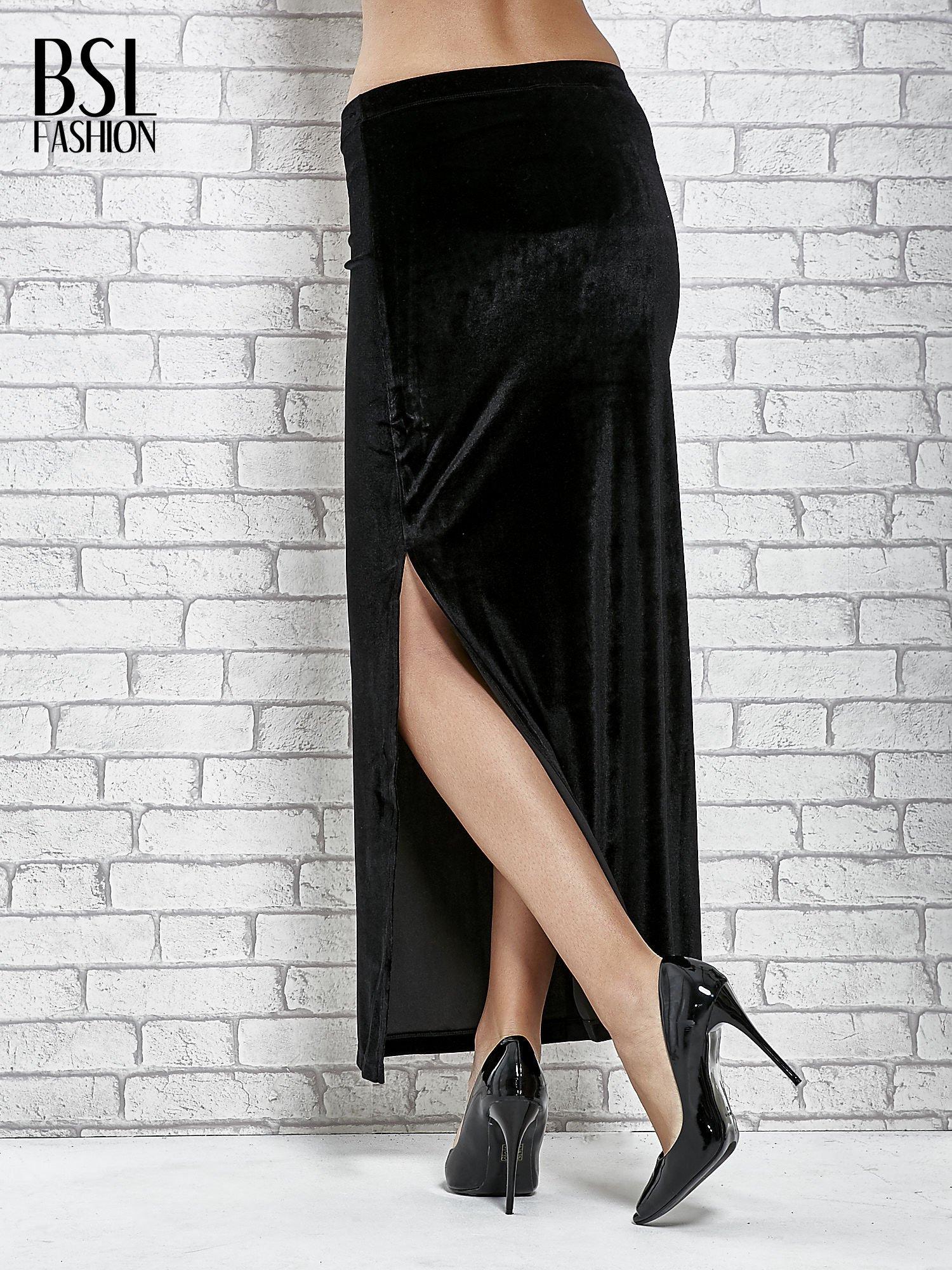 Czarna zamszowa spódnica maxi z rozporkiem                                  zdj.                                  2