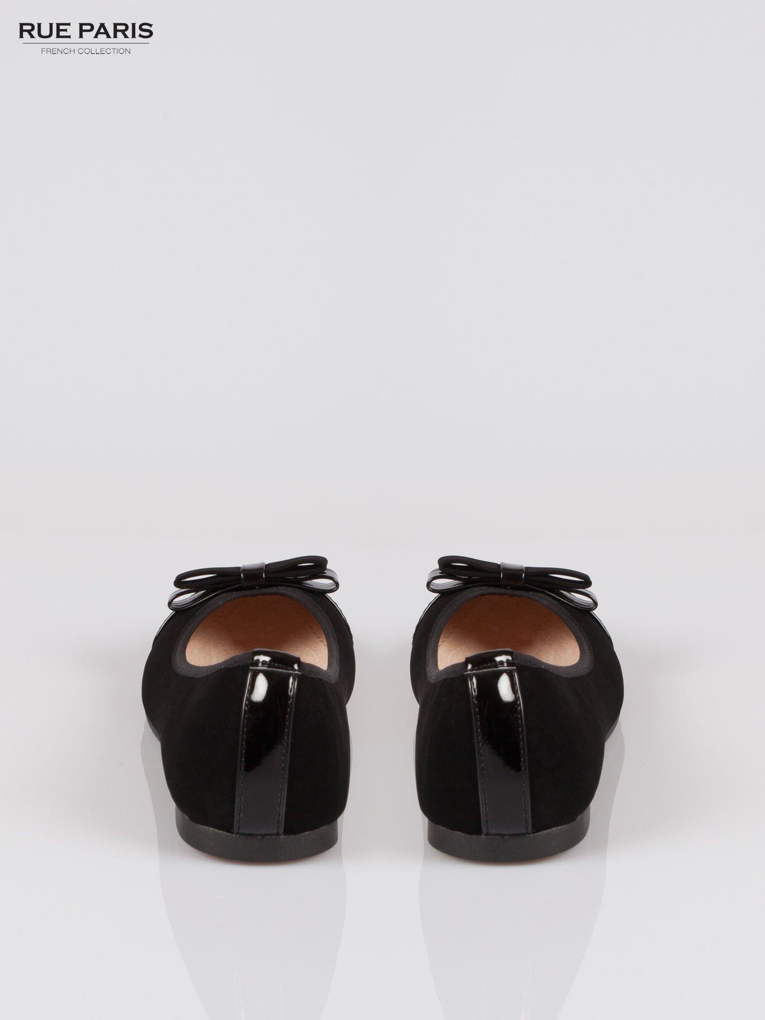 Czarne baleriny faux leather z lakierowanym noskiem i kokardą                                  zdj.                                  3