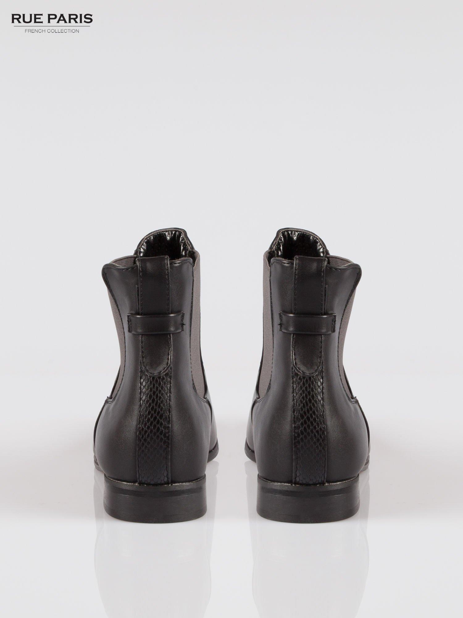 Czarne botki typu sztyblety z ozdobnym paskiem z tyłu                                  zdj.                                  3