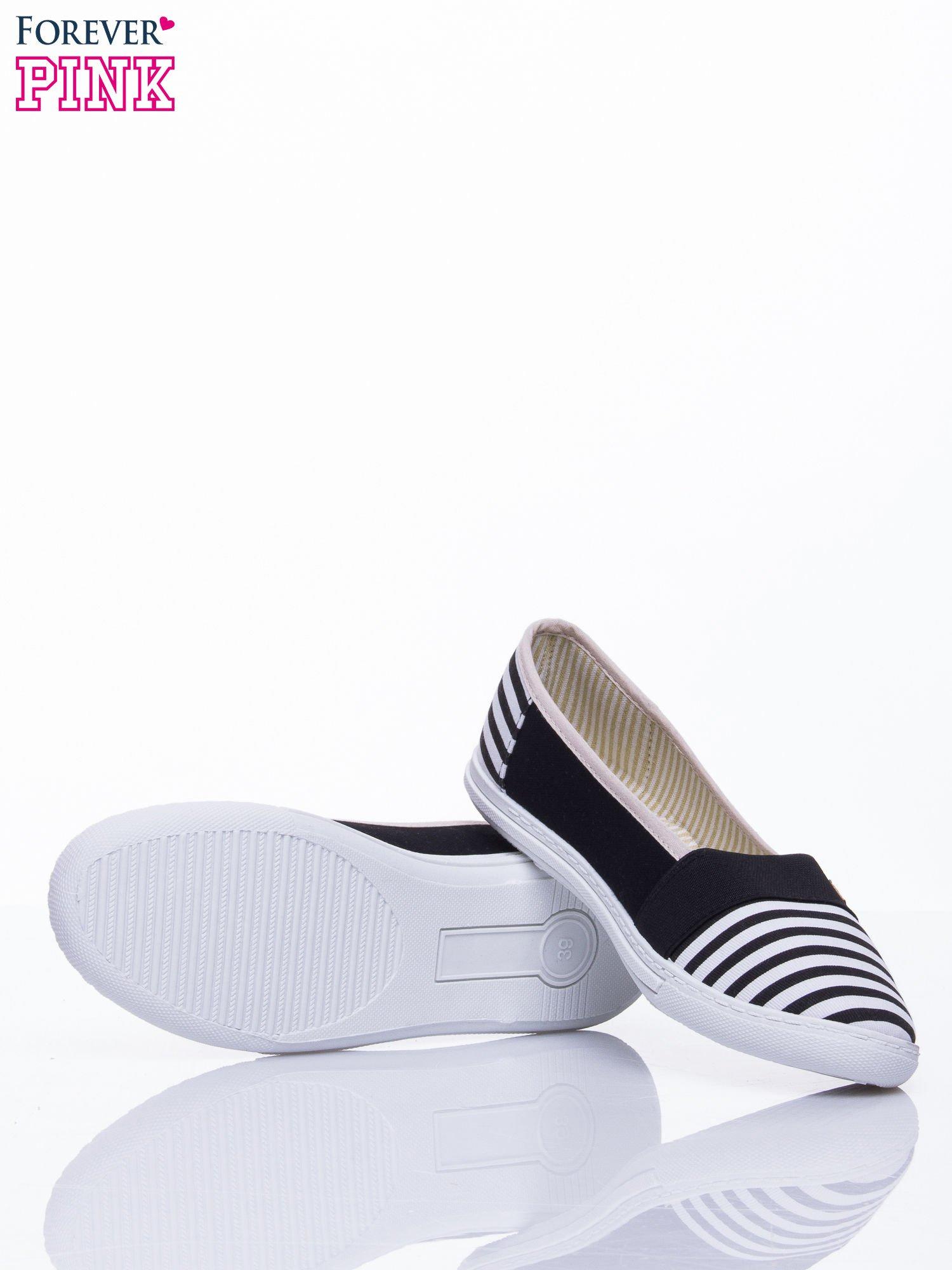 Czarne buty sliponki w paski                                  zdj.                                  5