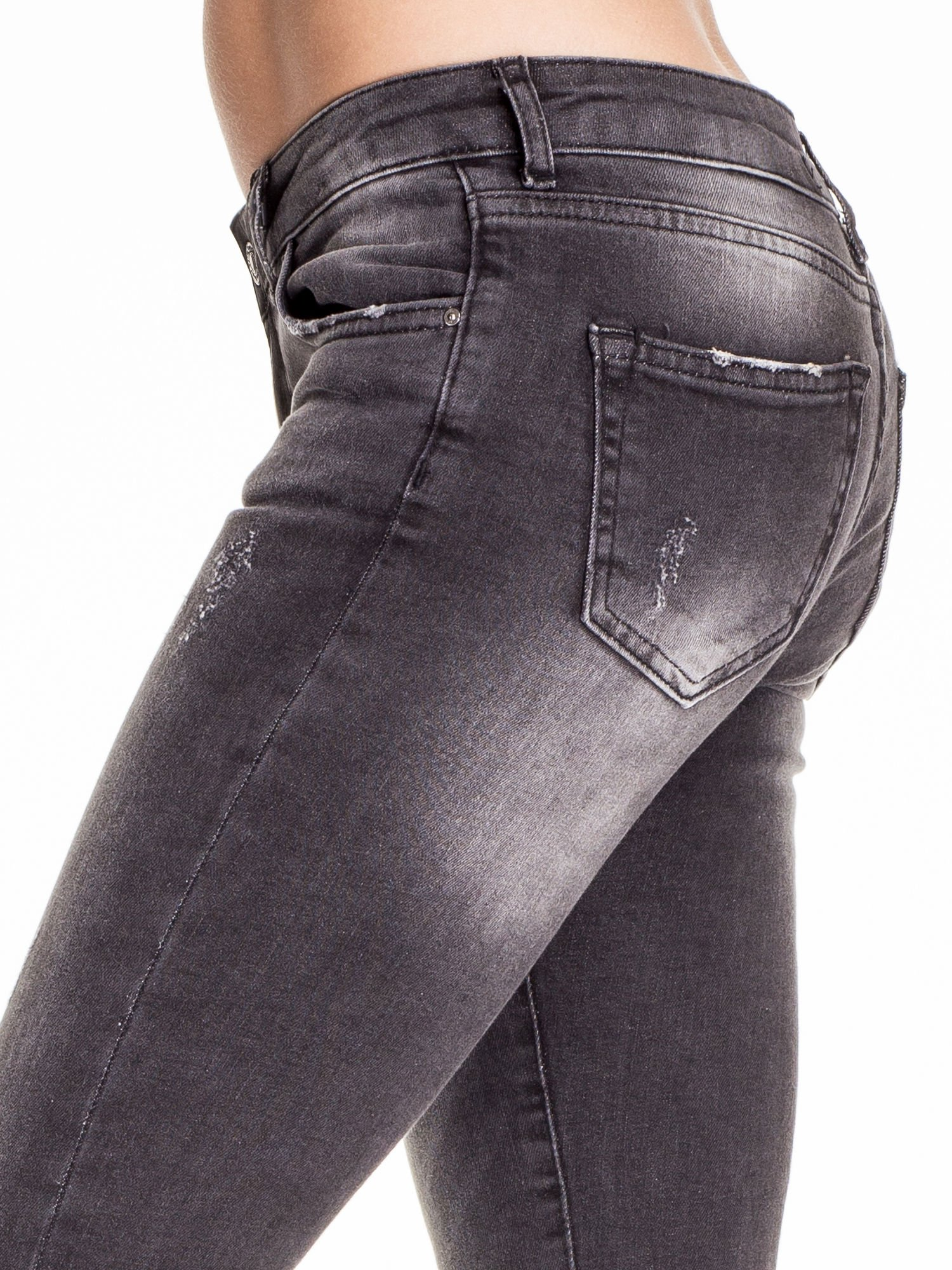 Czarne dopasowane spodnie skinny jeans z przetarciami                                  zdj.                                  6