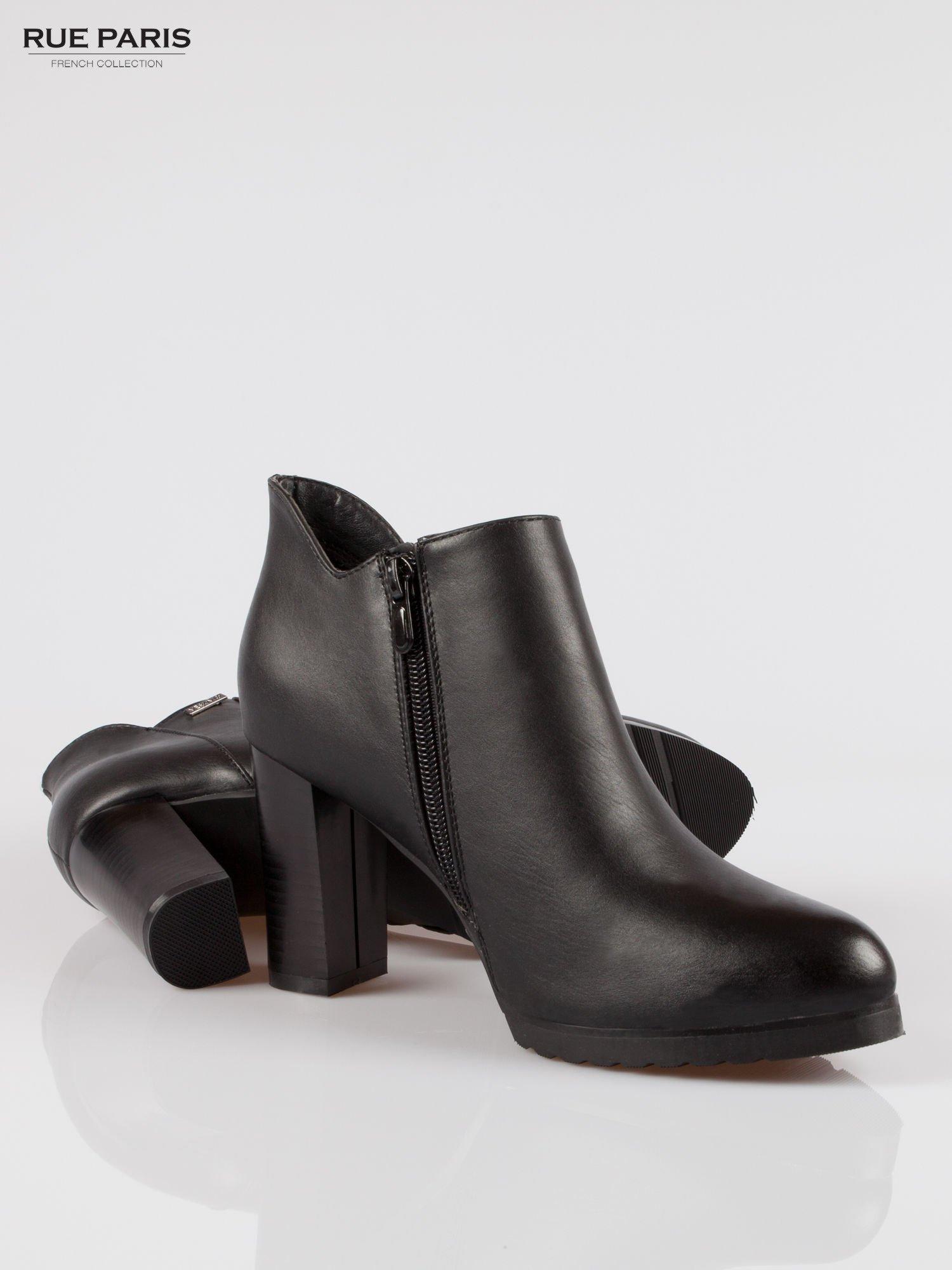 Czarne eleganckie botki na słupkowym obasie i platformie                                  zdj.                                  4