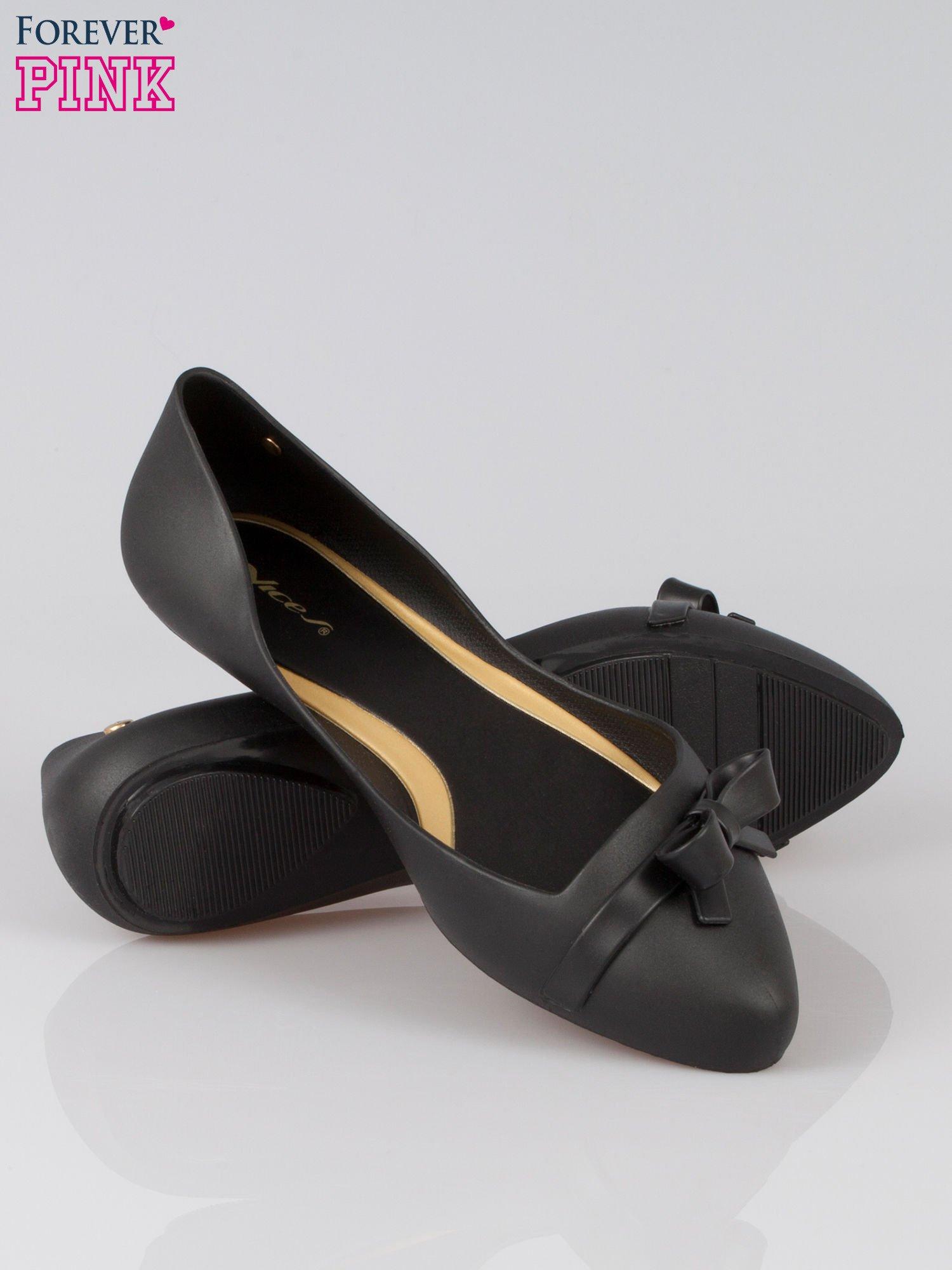 Czarne gumowe balerinki z kokardką                                  zdj.                                  4