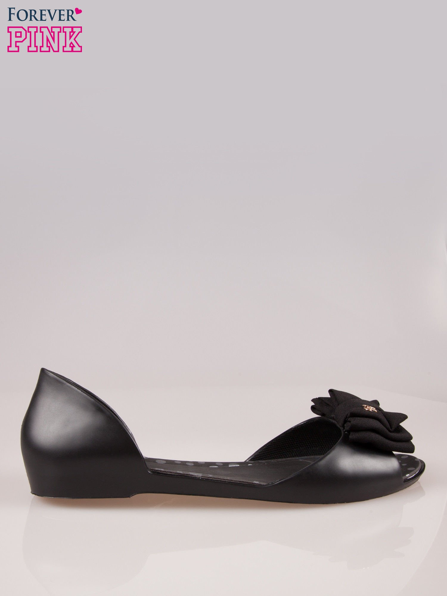 Czarne gumowe baleriny peep toe z materiałową kokardką                                  zdj.                                  1