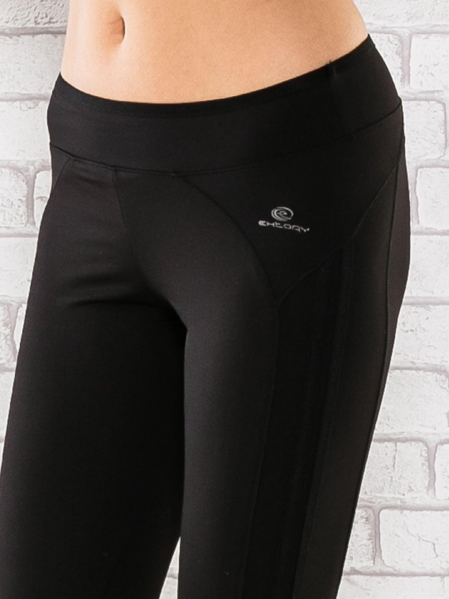 Czarne legginsy 3/4 sportowe termalne z lampasami                                  zdj.                                  4