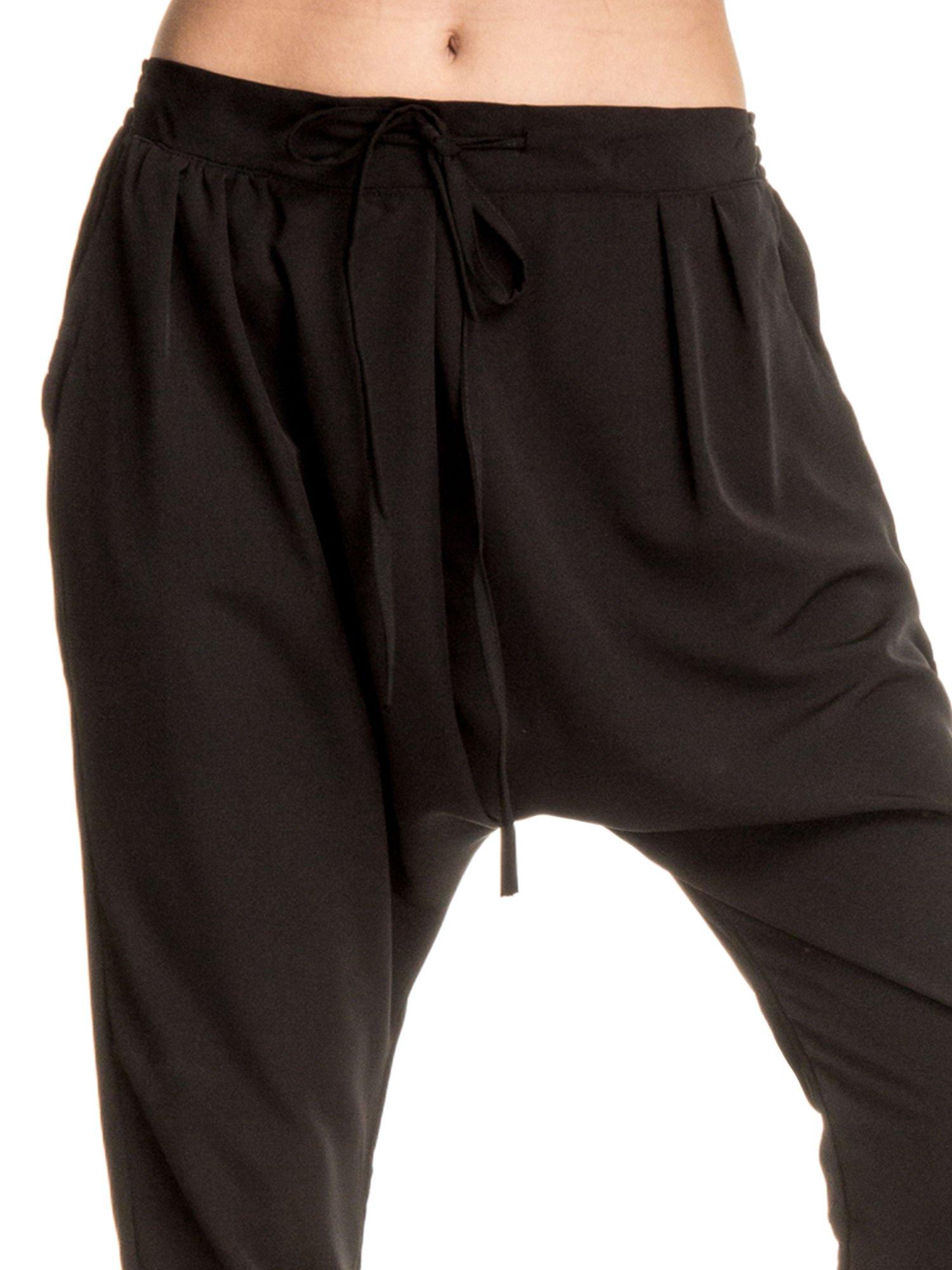 Czarne materiałowe spodnie baggy                                  zdj.                                  6