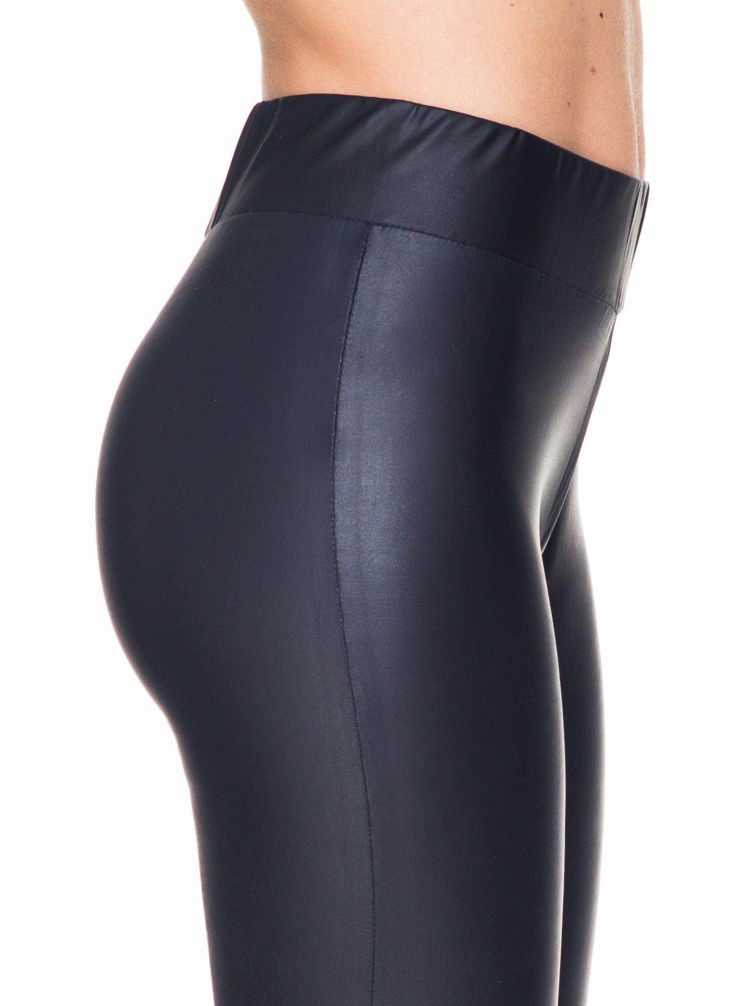 Czarne modelujące skórzane legginsy                                  zdj.                                  5