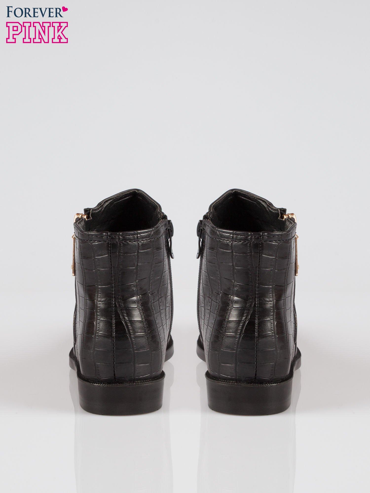 Czarne płaskie botki ze złotym suwakiem i tyłem ze skóry krokodyla                                  zdj.                                  3