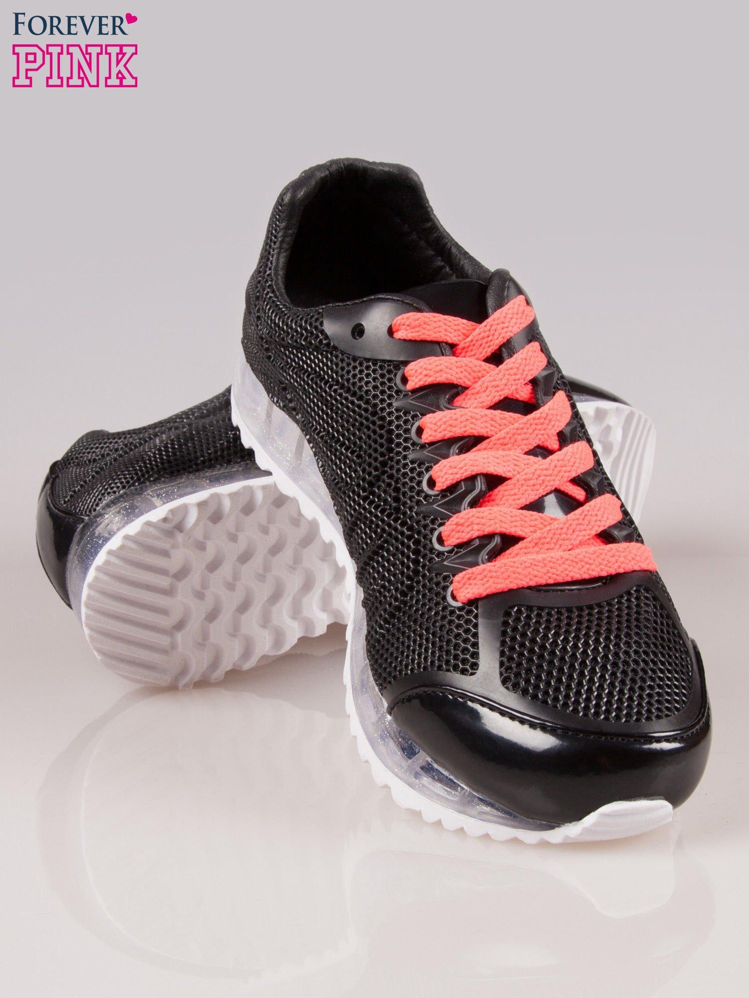 Czarne siateczkowe buty sportowe damskie na rowkowanej podeszwie                                  zdj.                                  4