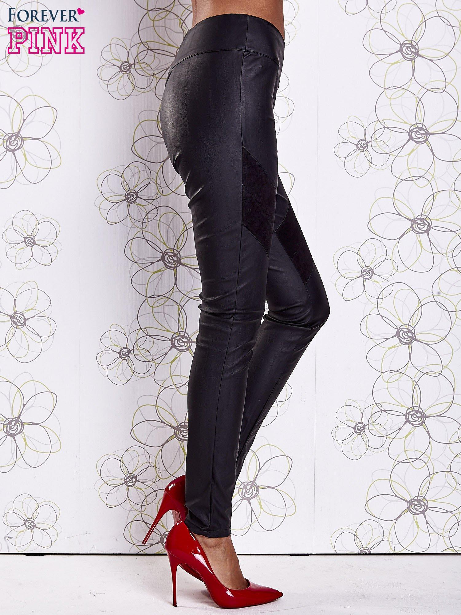 Czarne skórzane spodnie z zamszowymi wstawkami                                  zdj.                                  3