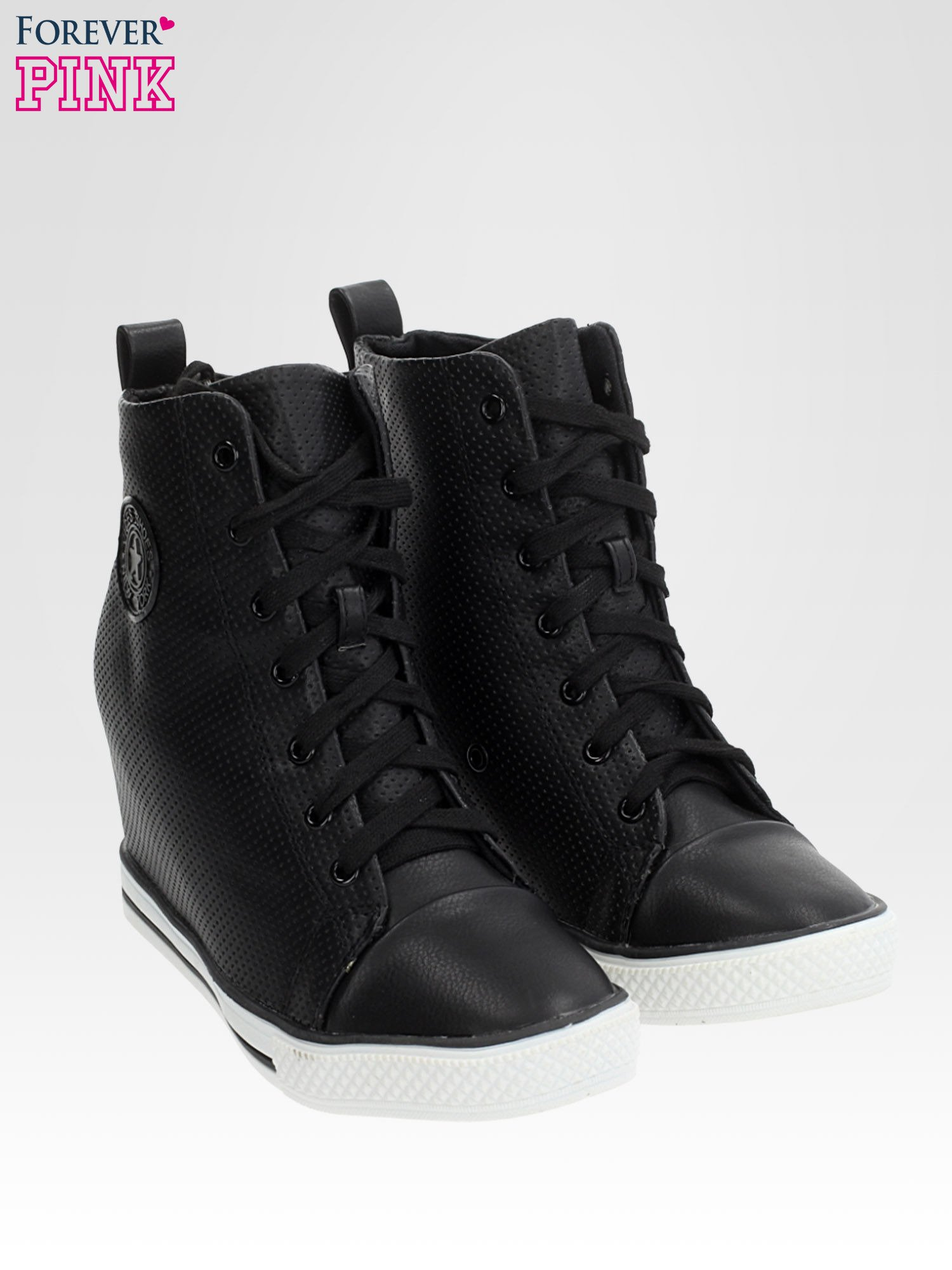Czarne skórzane trampki na koturnie sneakersy z dziurkowanej cholewki                                  zdj.                                  2