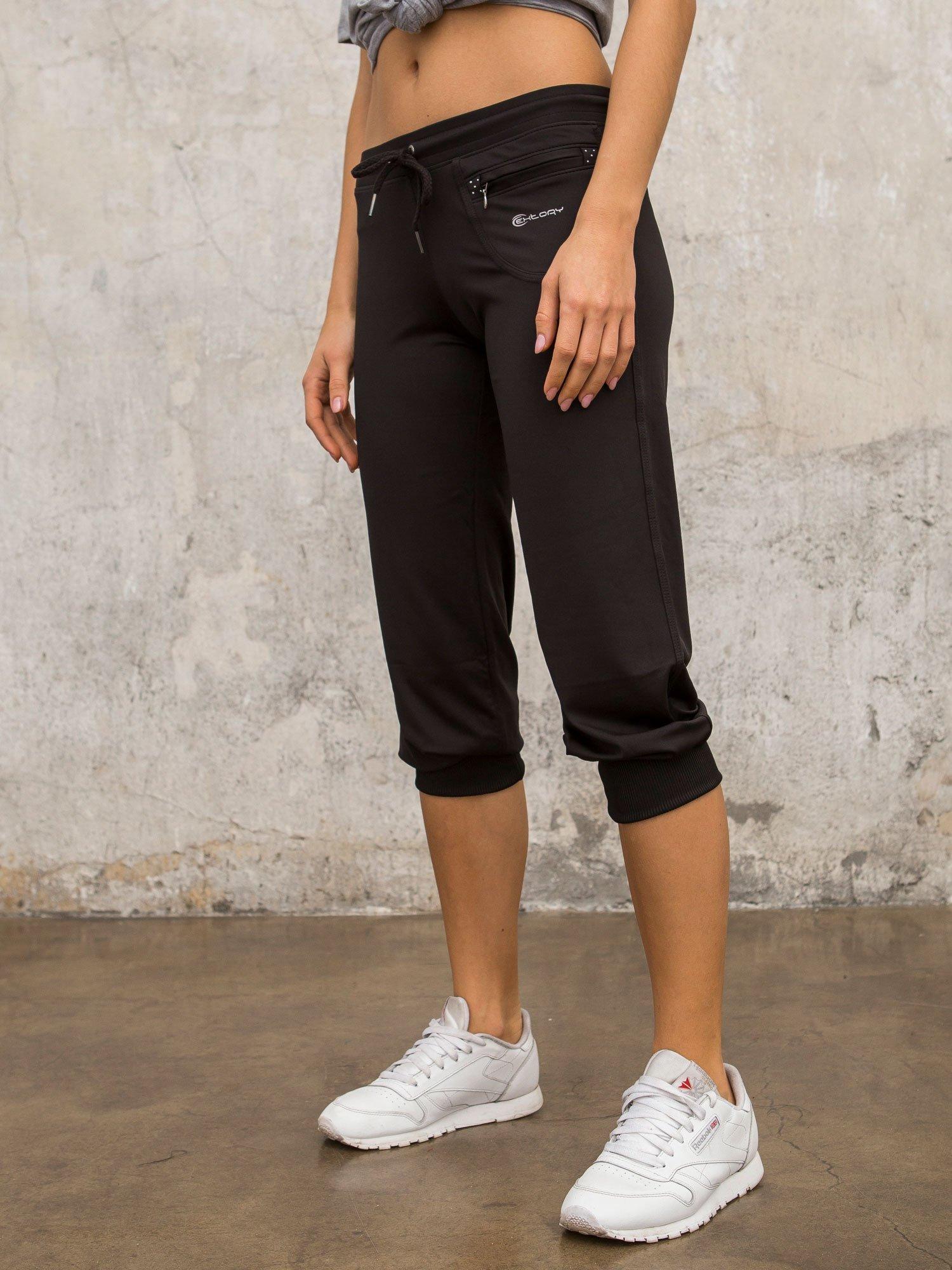 Czarne spodnie capri z dżetami i kieszonką                                  zdj.                                  5