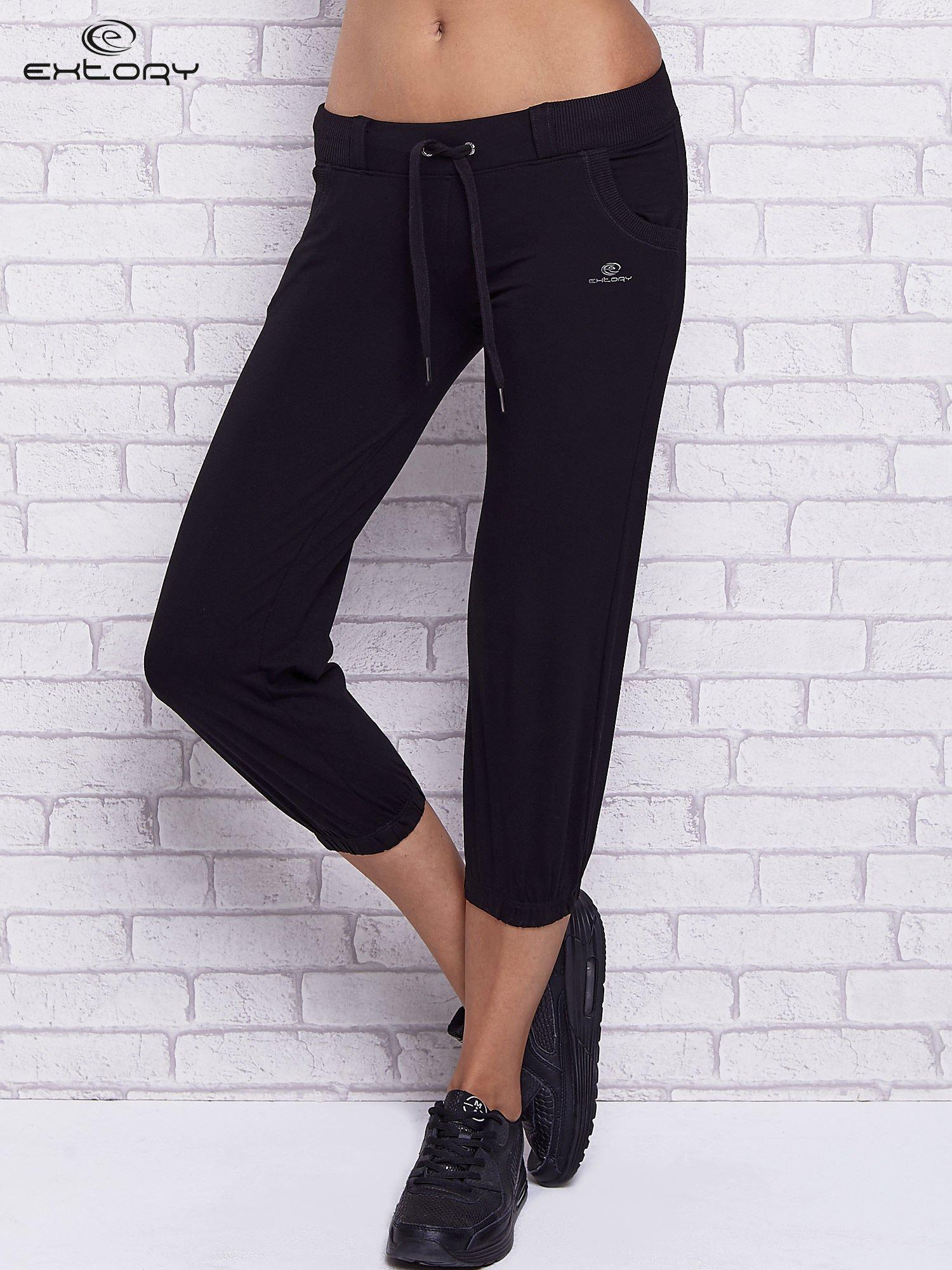 50837996fa69a2 Czarne spodnie capri z kieszeniami i gumką w pasie - Spodnie Capri ...