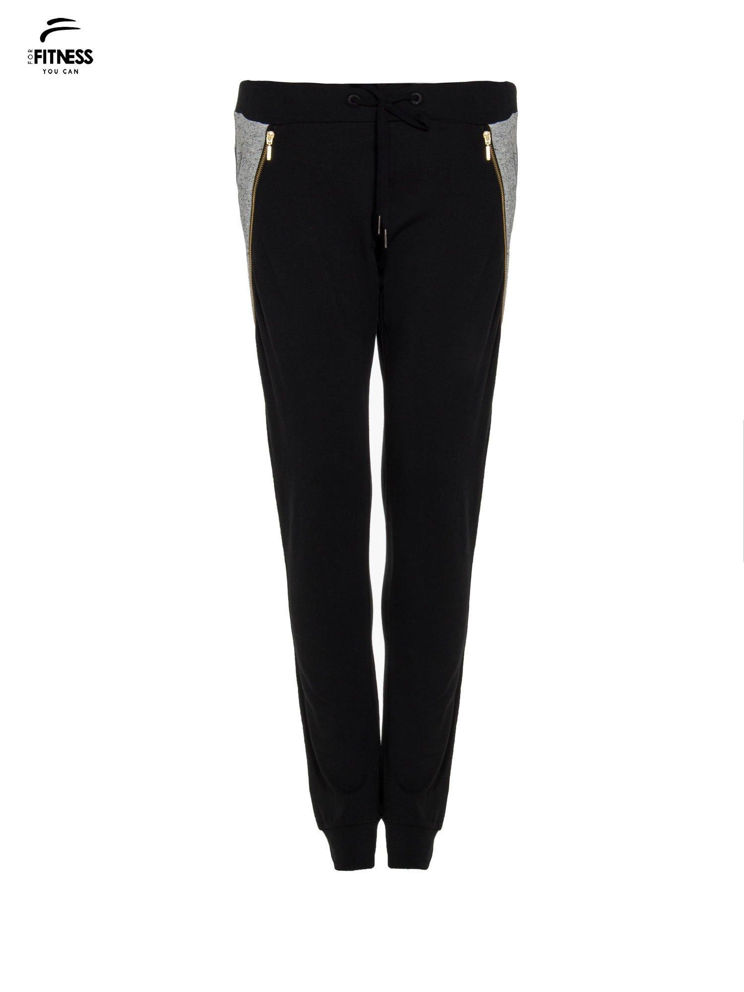 Czarne spodnie dresowe damskie z suwakiem i kontrastowymi wstawkami po bokach                                  zdj.                                  4