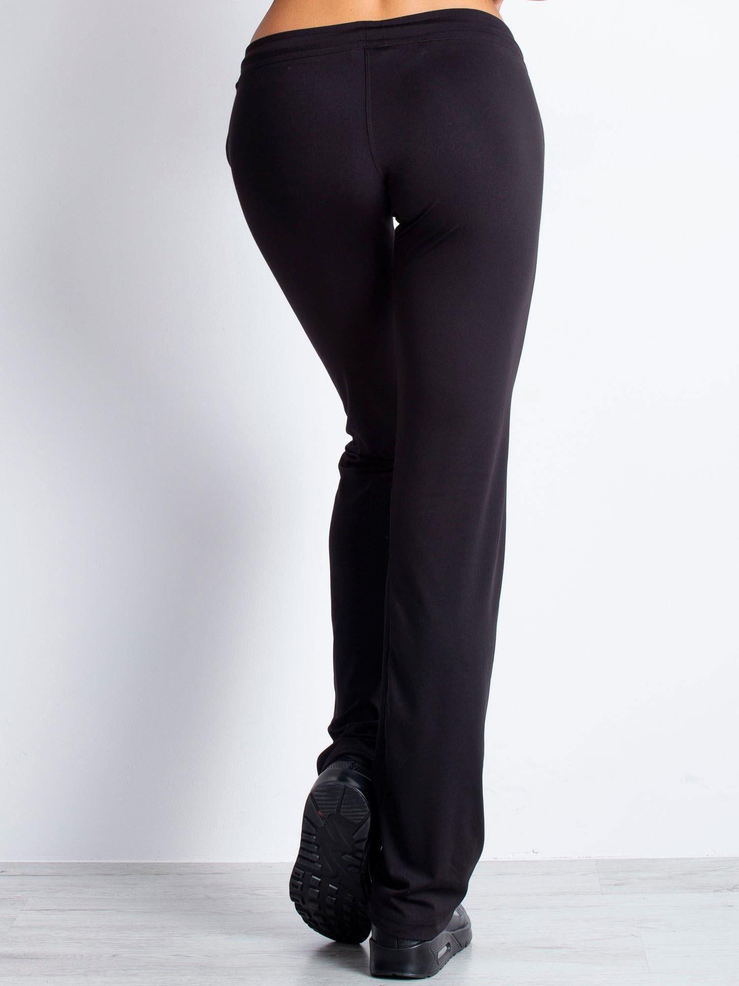 Czarne spodnie dresowe ze sznureczkiem i wszytą kieszenią                                  zdj.                                  6