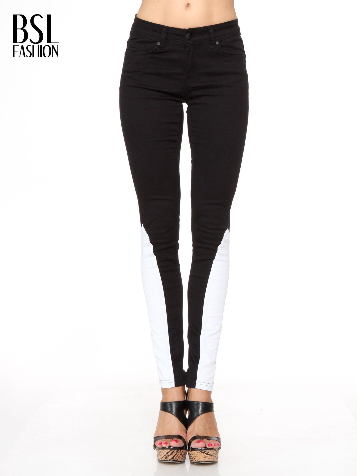 Czarne spodnie jeansowe two tone z białymi modułami na dole                                  zdj.                                  1