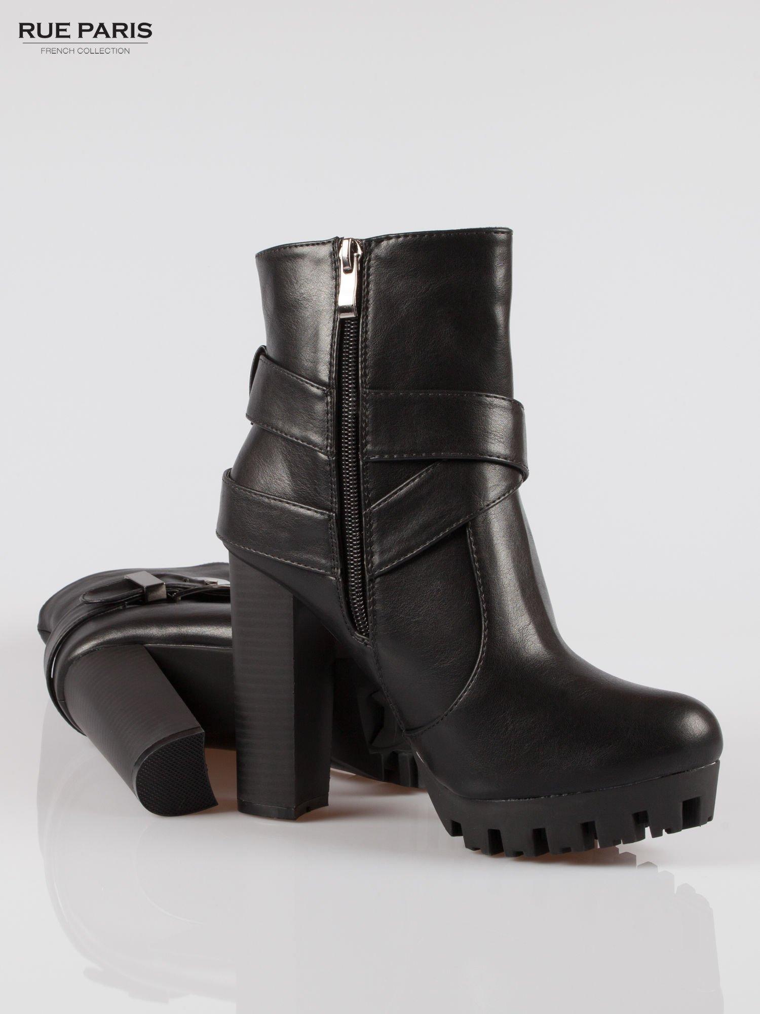 Czarne wysokie botki na platformie w stylu motocyklowym                                  zdj.                                  4