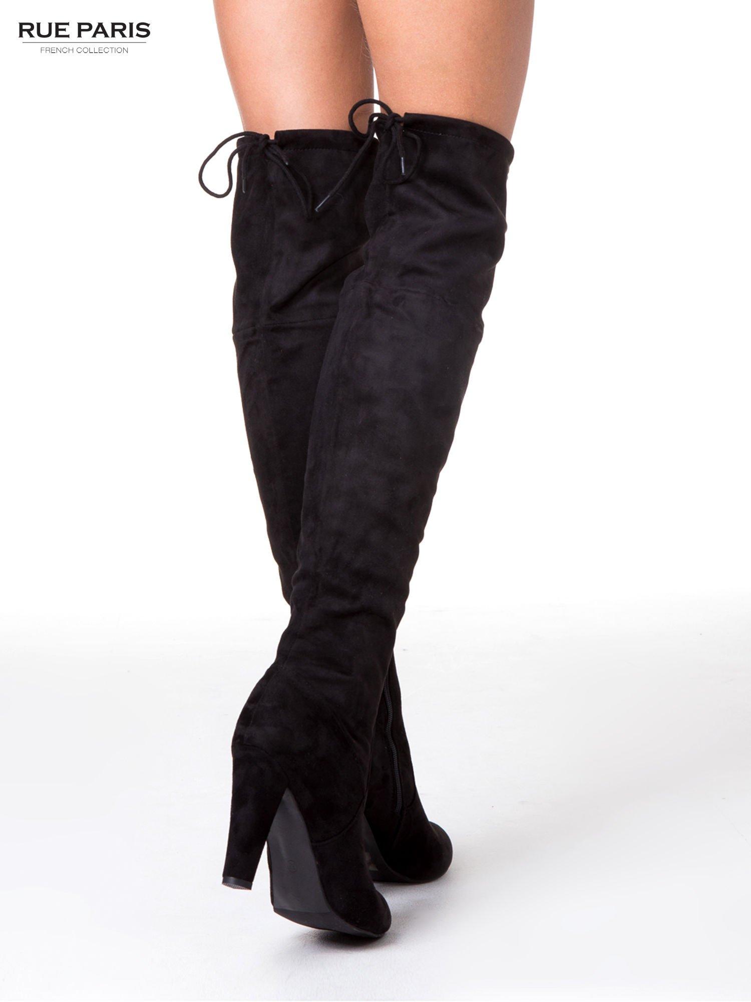 Czarne zamszowe kozaki za kolano muszkieterki wiązane z tyłu                                  zdj.                                  2