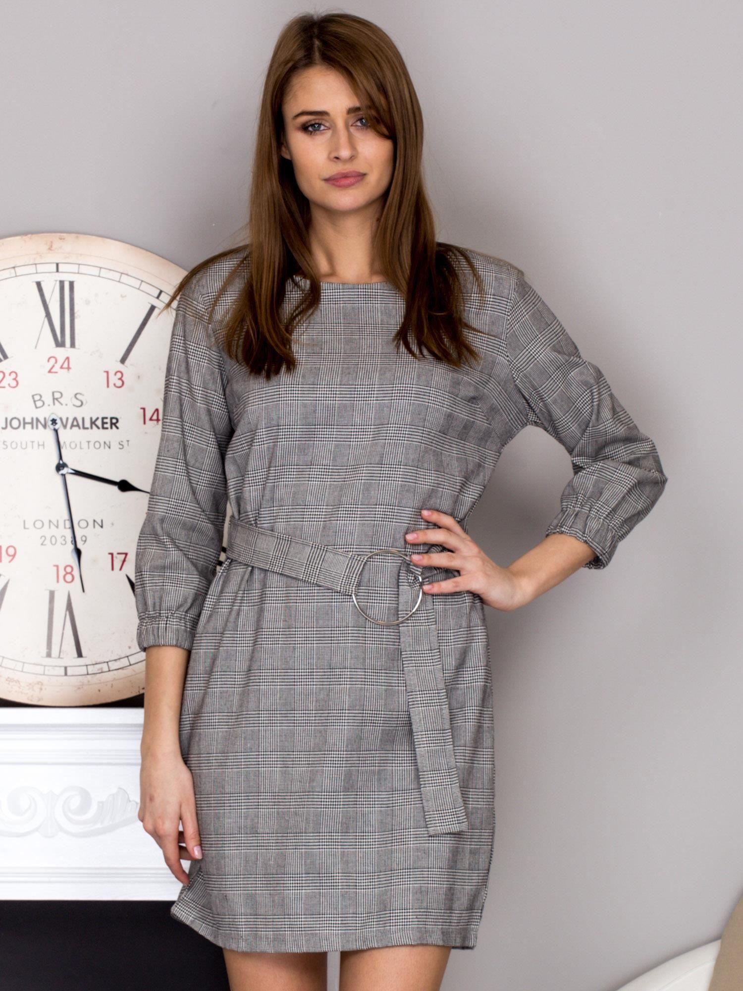 b2a433e9e5 Czarno-biała sukienka w kratę z paskiem PLUS SIZE - Sukienka koktajlowa -  sklep eButik.pl
