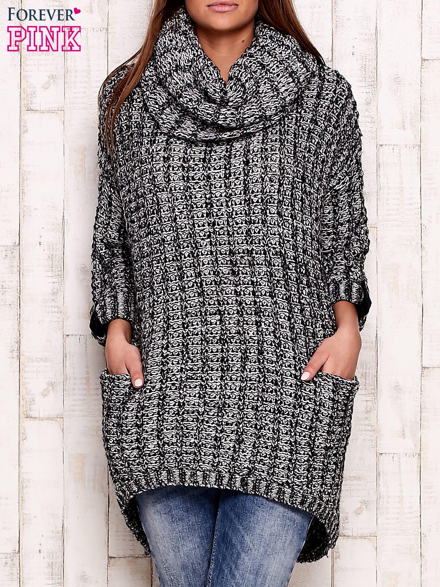 Czarno-biały melanżowy sweter z szerokim golfem i kieszeniami                                  zdj.                                  1