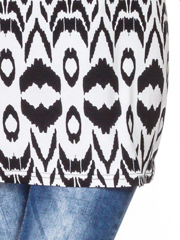 Czarno-biały t-shirt w geometryczne wzory                                  zdj.                                  5