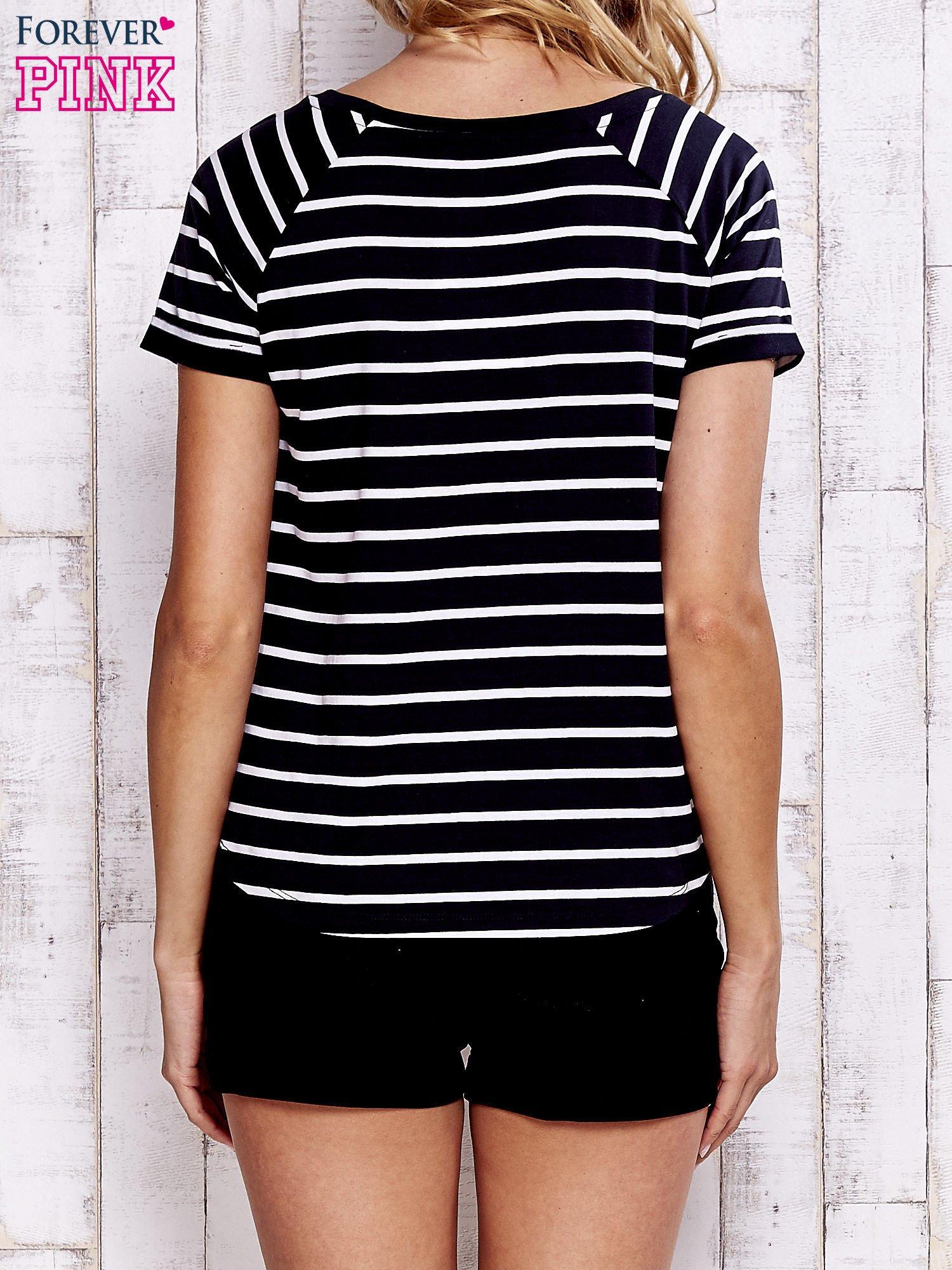 Czarno-biały t-shirt w paski                                  zdj.                                  4