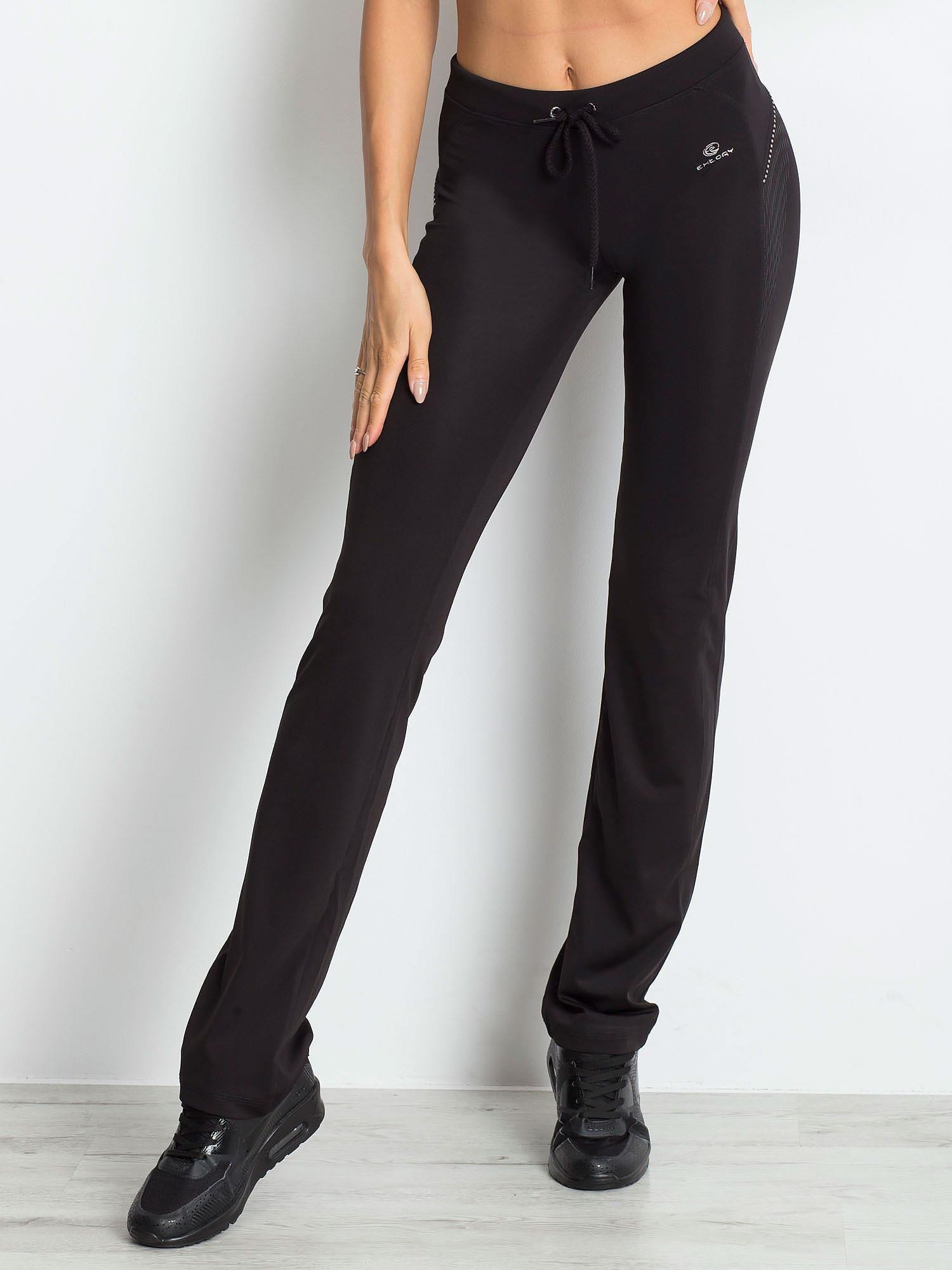 Czarnobrązowe śliskie spodnie z troczkami i wzorkiem po boku                                  zdj.                                  1