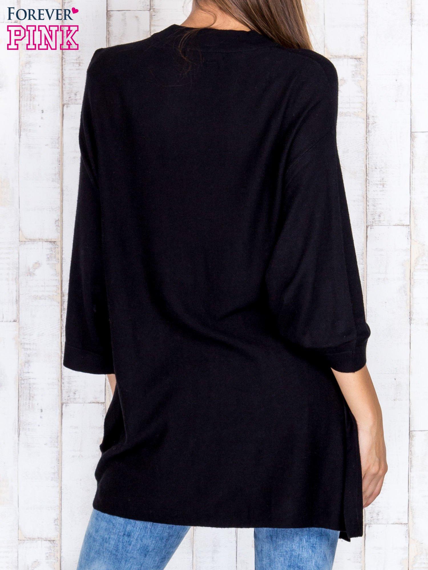 Czarny luźny sweter oversize z bocznymi rozcięciami                                  zdj.                                  4