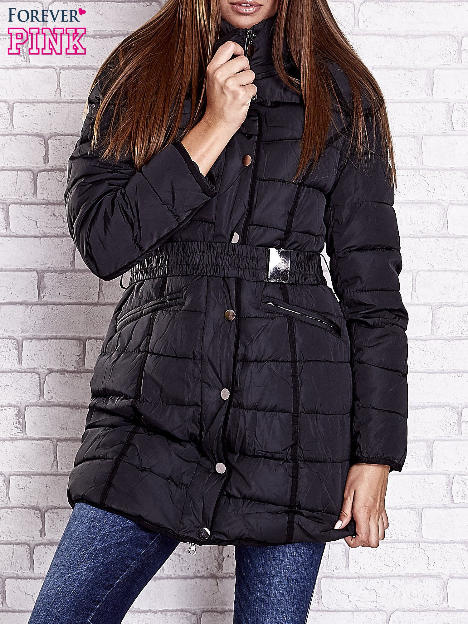 Czarny pikowany płaszcz z paskiem                                  zdj.                                  1