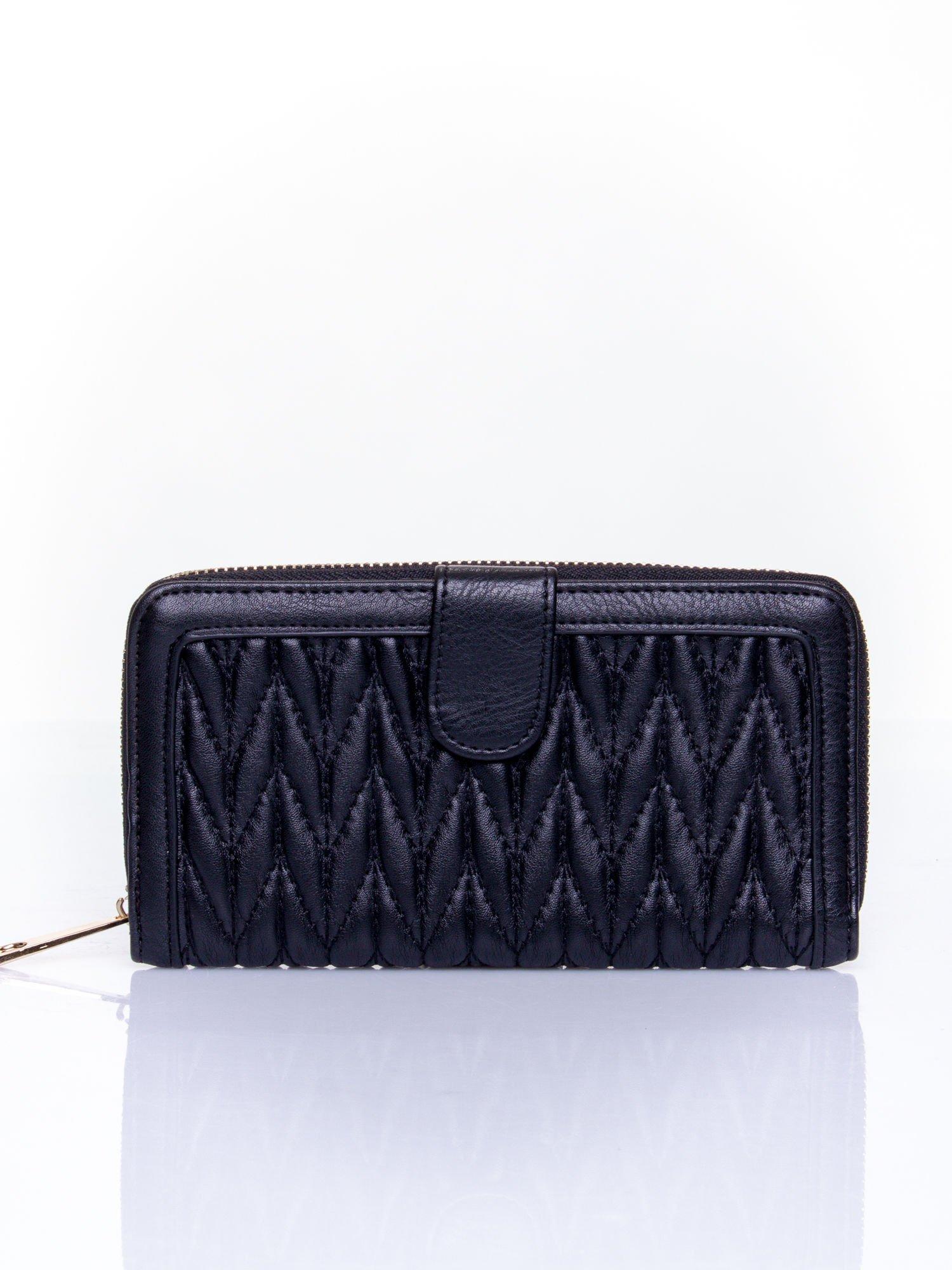 Czarny pikowany portfel ze złotym suwakiem                                  zdj.                                  1