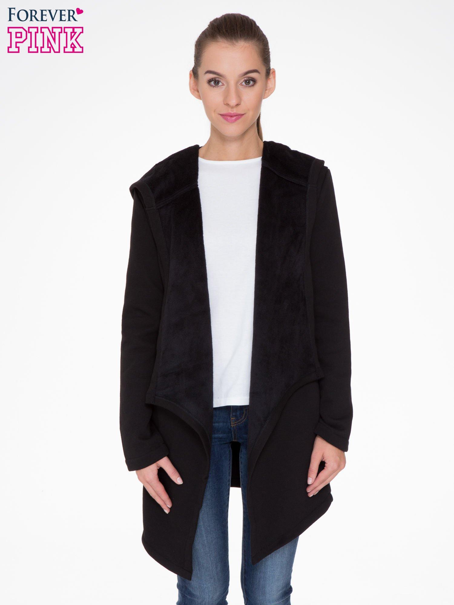Czarny płaszcz dresowy z asymetrycznymi bokami                                  zdj.                                  1