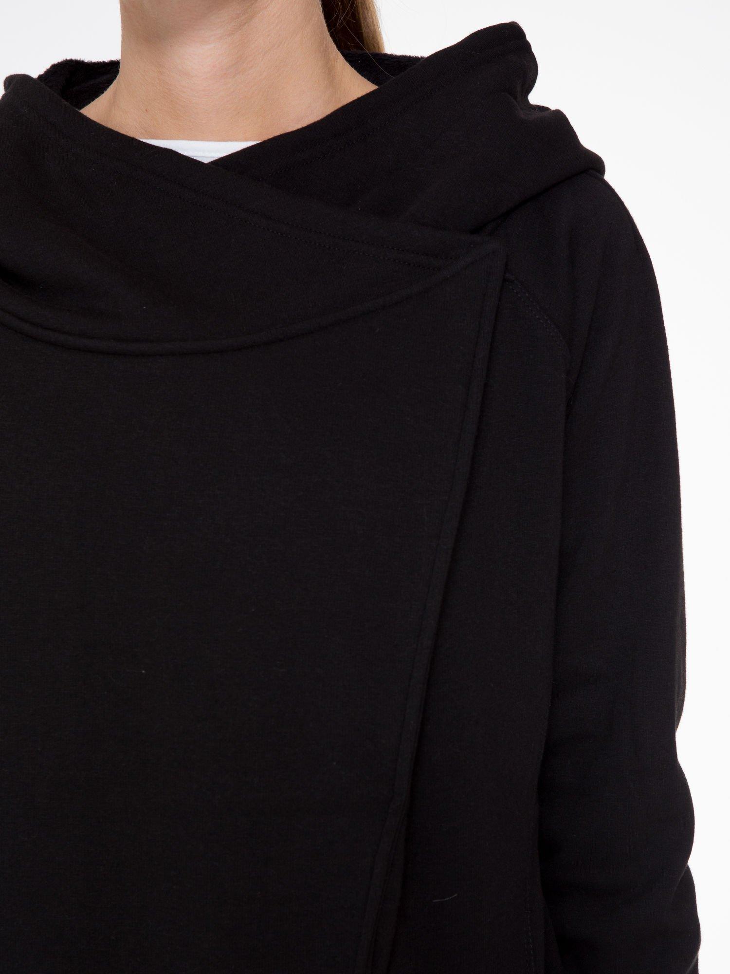 Czarny płaszcz dresowy z kapturem                                  zdj.                                  7