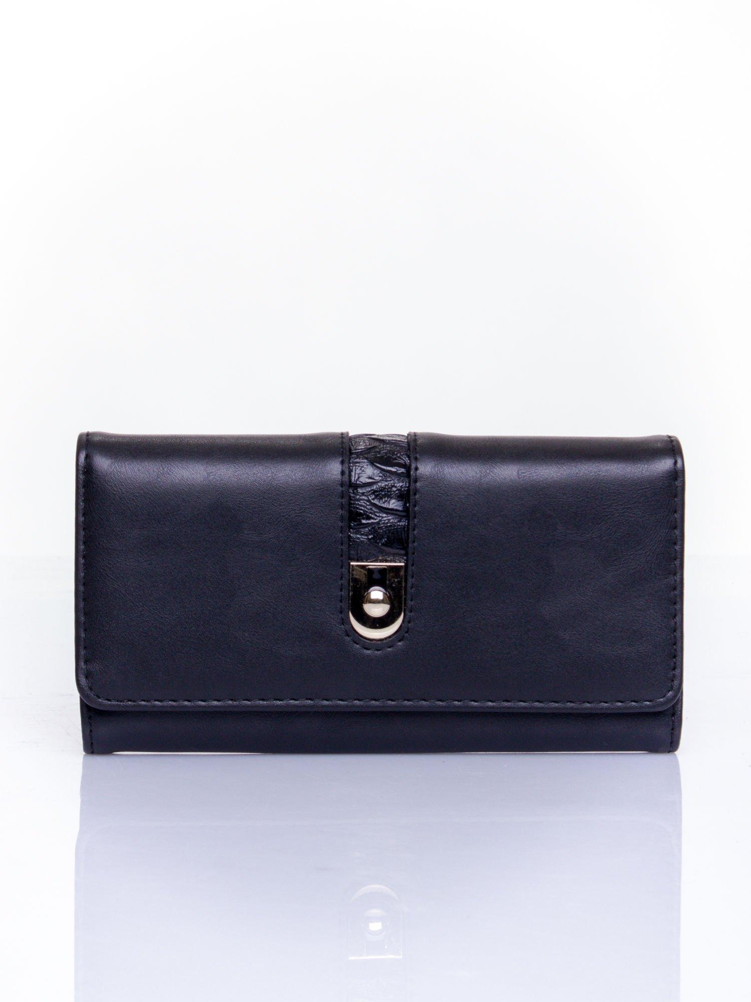 Czarny portfel ze złotym zapięciem                                   zdj.                                  1