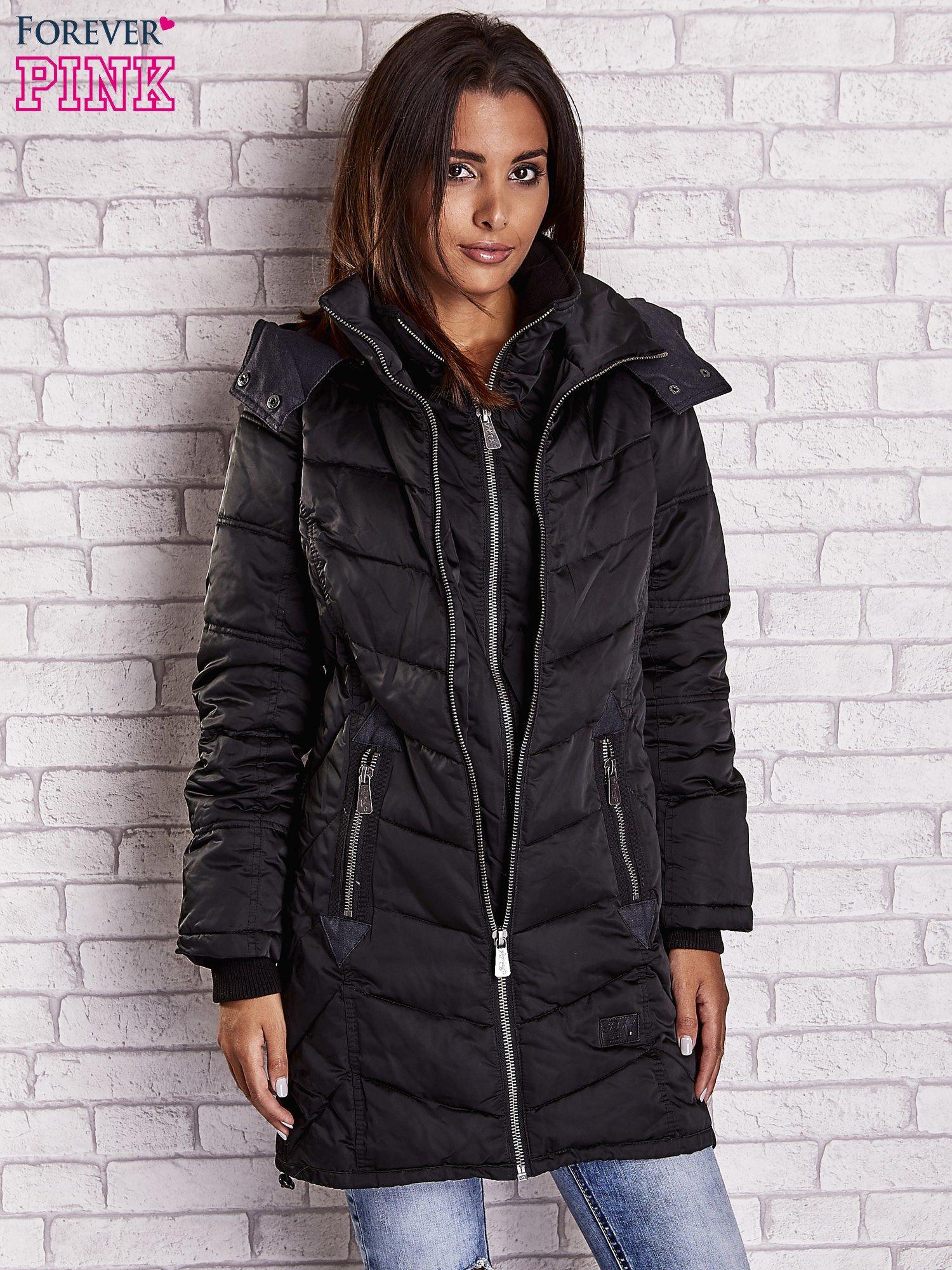 Czarny puchowy płaszcz z polarowym kołnierzem                                  zdj.                                  8