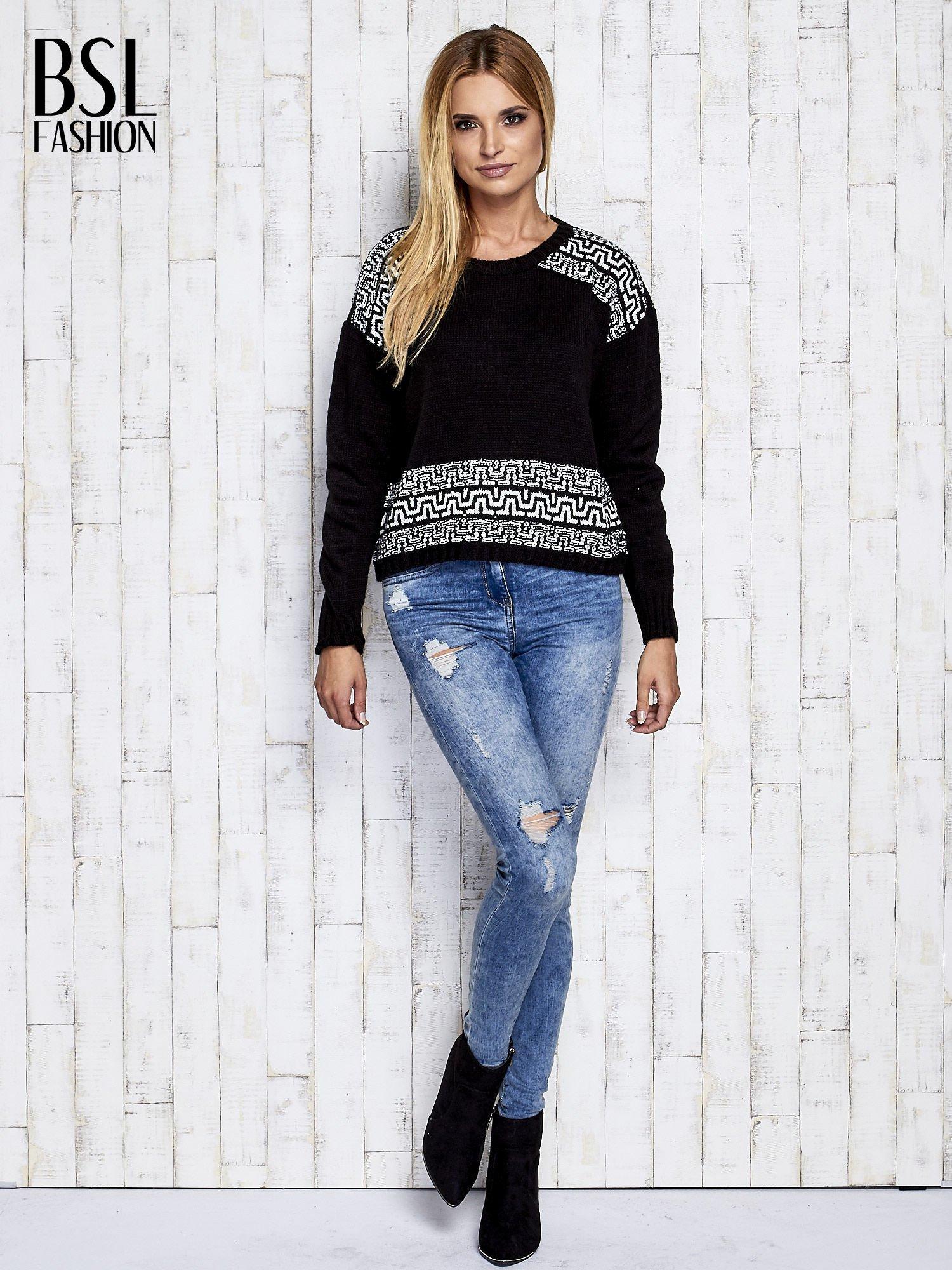 Czarny sweter z geometrycznymi splotami                                  zdj.                                  2