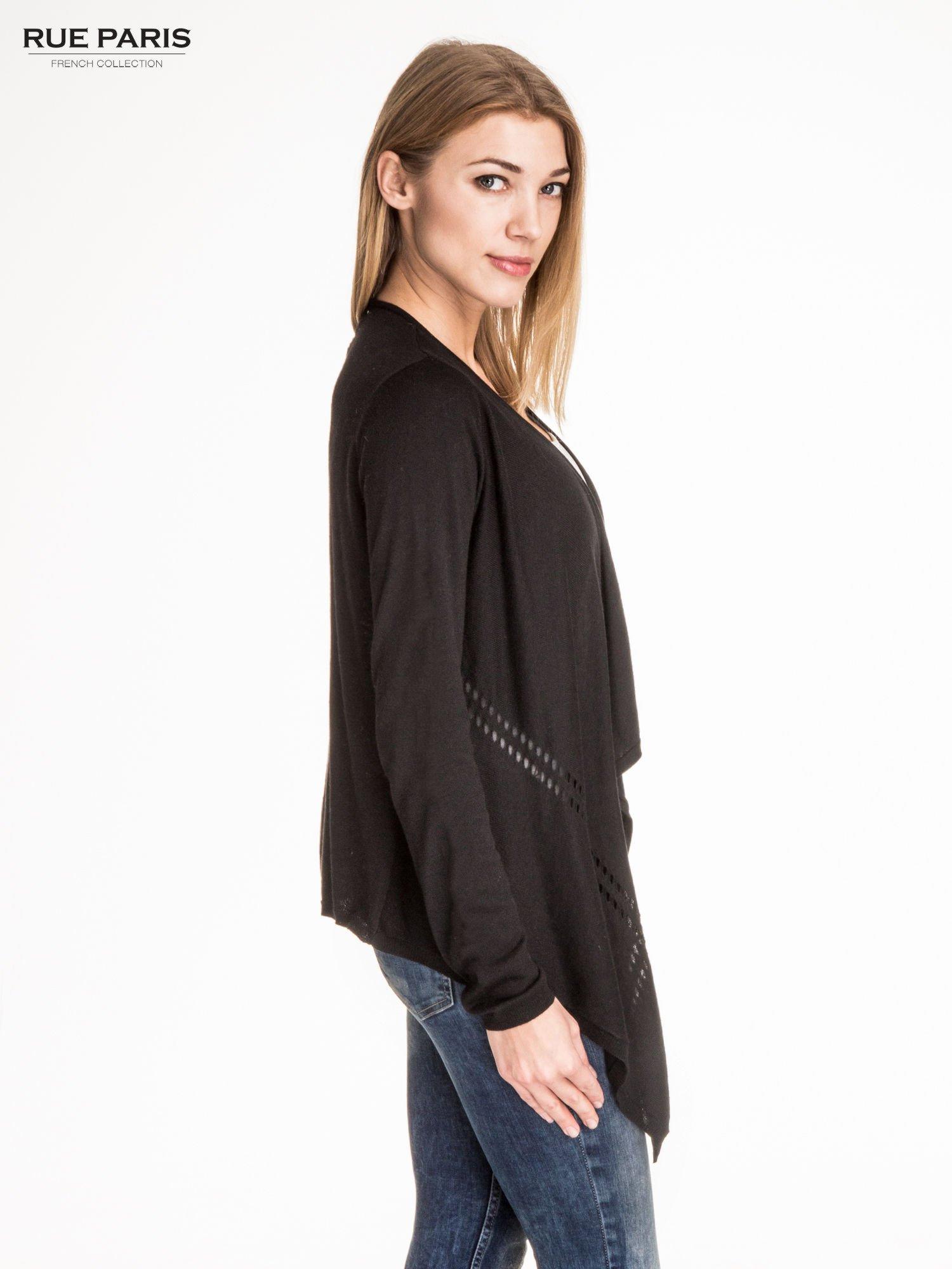 Czarny sweter z kaskadowymi bokami i oczkami                                  zdj.                                  3