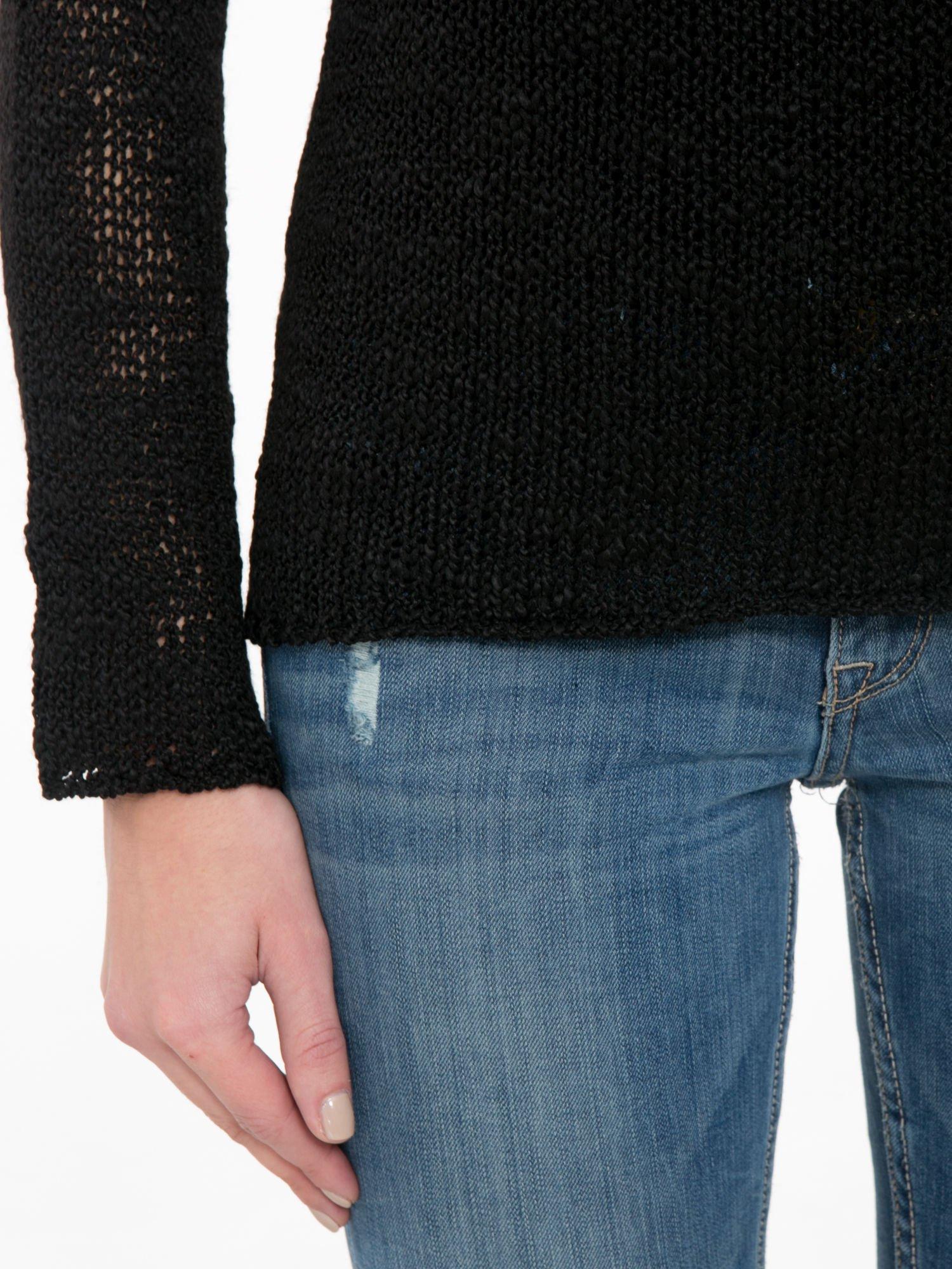 Czarny sweter z oczkami przy ramionach                                  zdj.                                  6