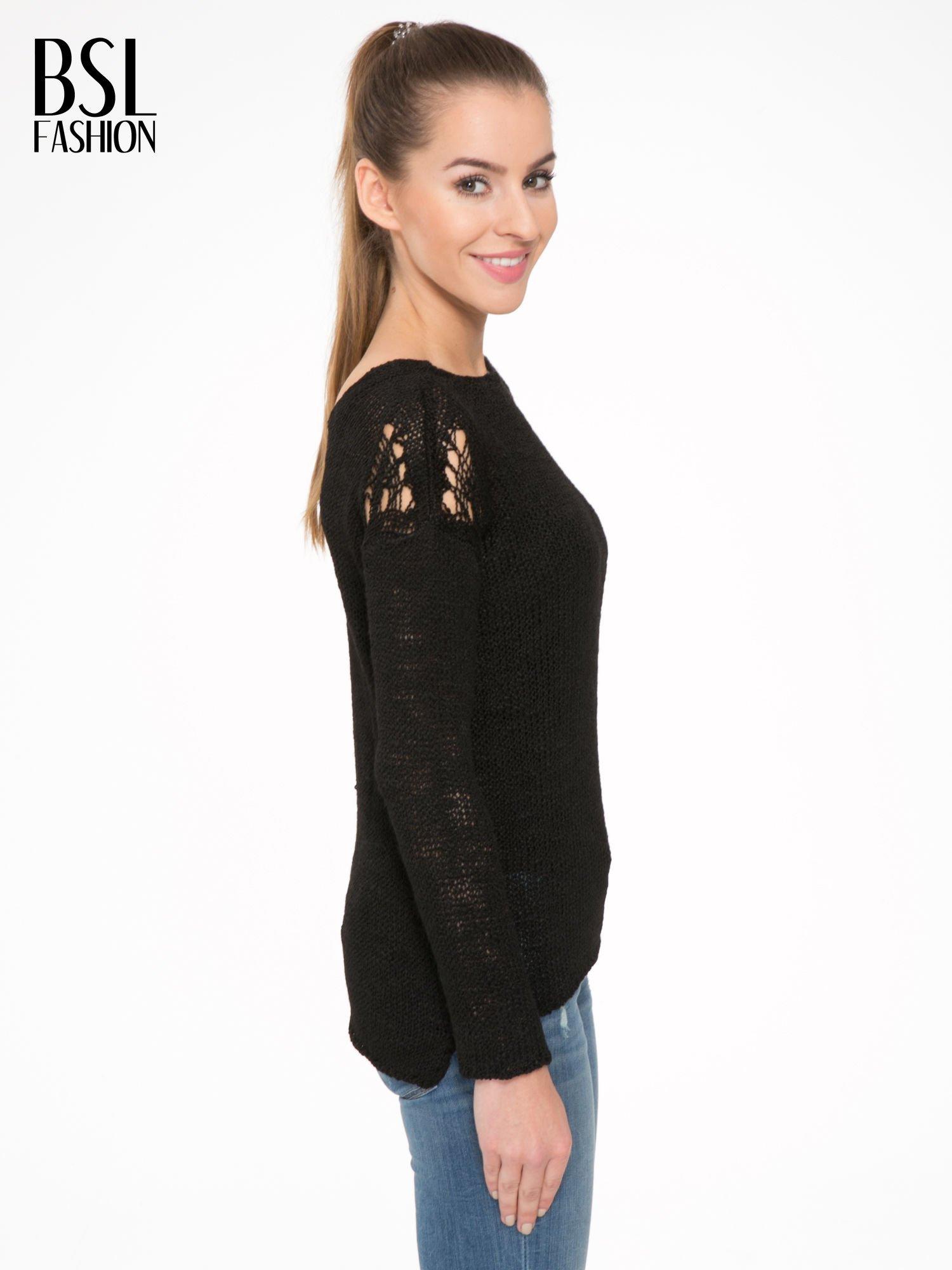 Czarny sweter z oczkami przy ramionach                                  zdj.                                  3