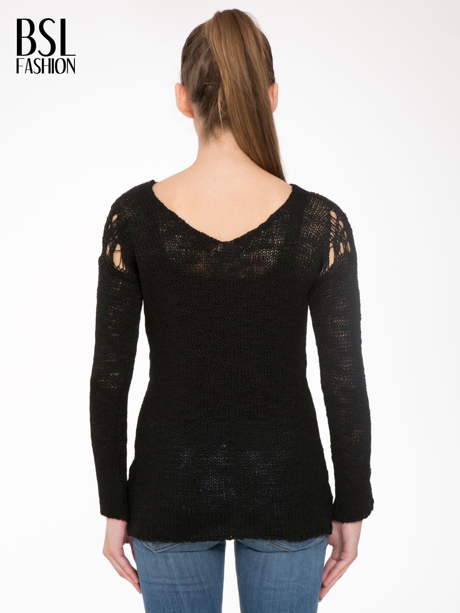 Czarny sweter z oczkami przy ramionach                                  zdj.                                  4
