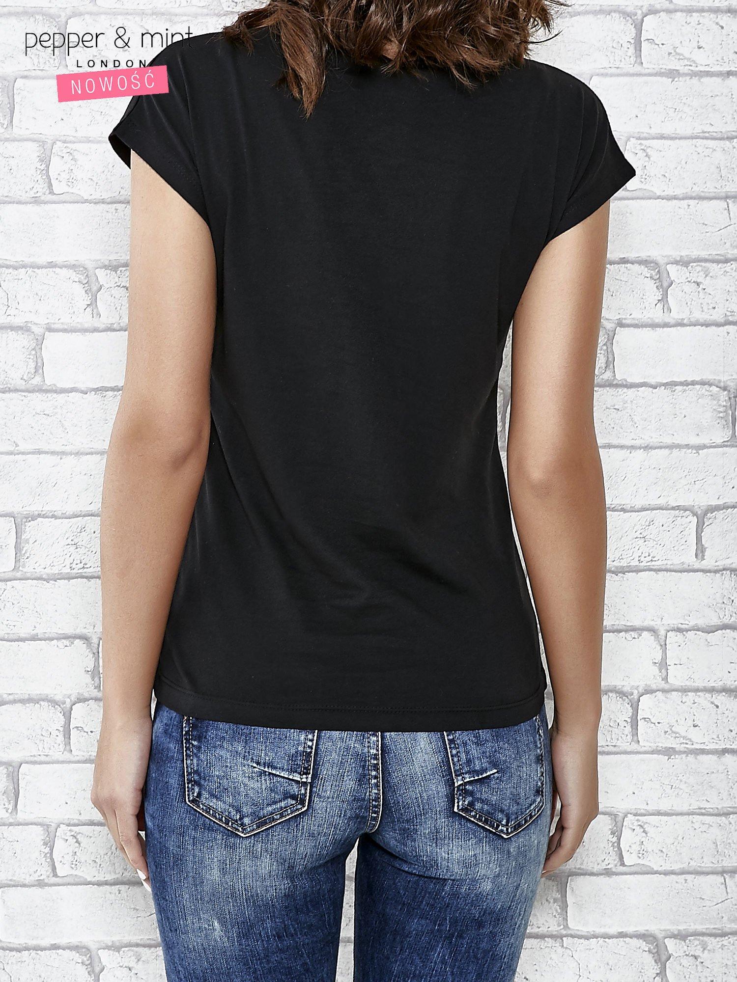Czarny t-shirt damski z aplikacją gwiazdy z cekinów                                  zdj.                                  4