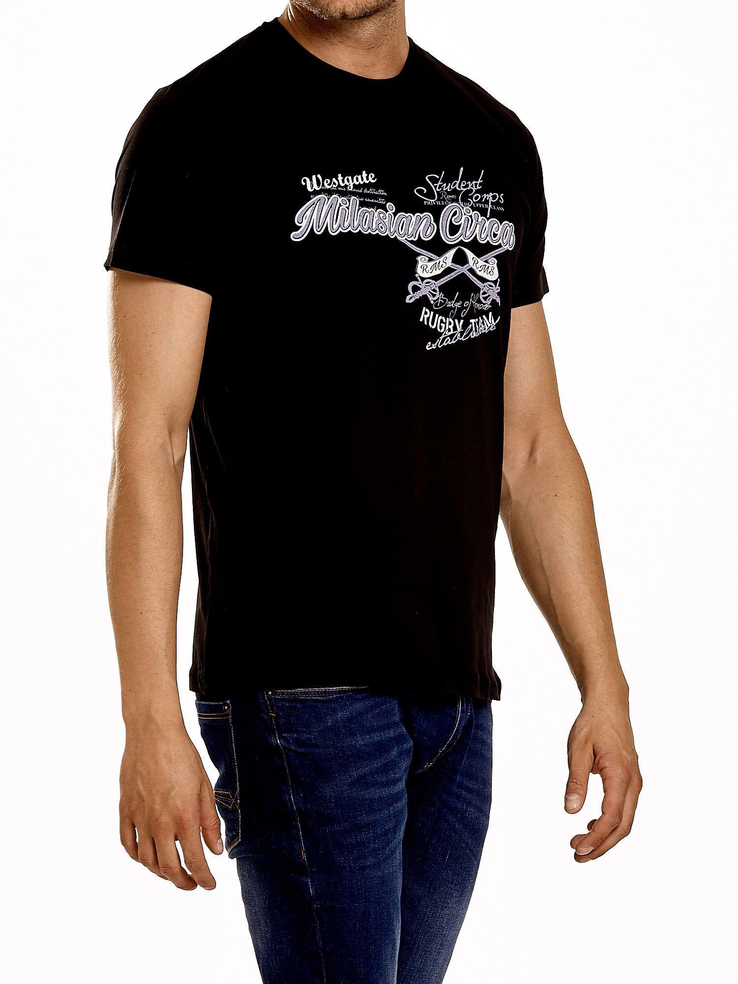 Czarny t-shirt męski z nadrukiem napisów w sportowym stylu                                  zdj.                                  4