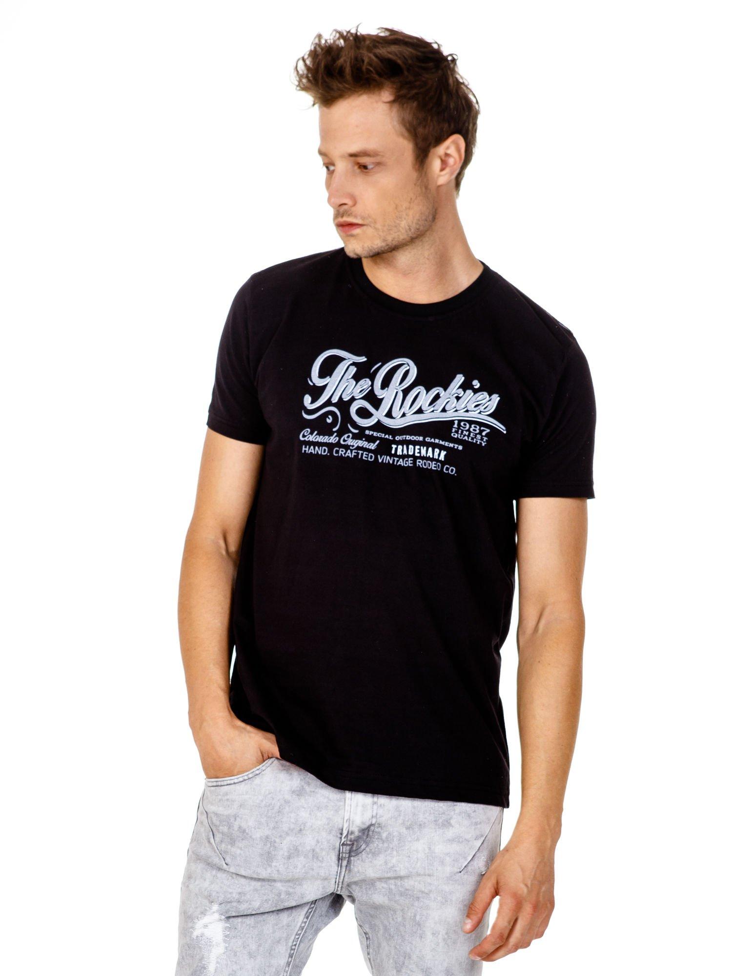 Czarny t-shirt męski z nadrukiem napisu THE ROCKIES                                  zdj.                                  2