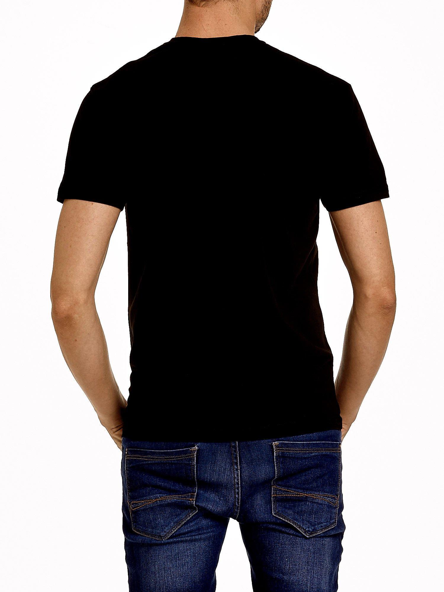 Czarny t-shirt męski z napisem CHAMPION i liczbą 28                                  zdj.                                  2