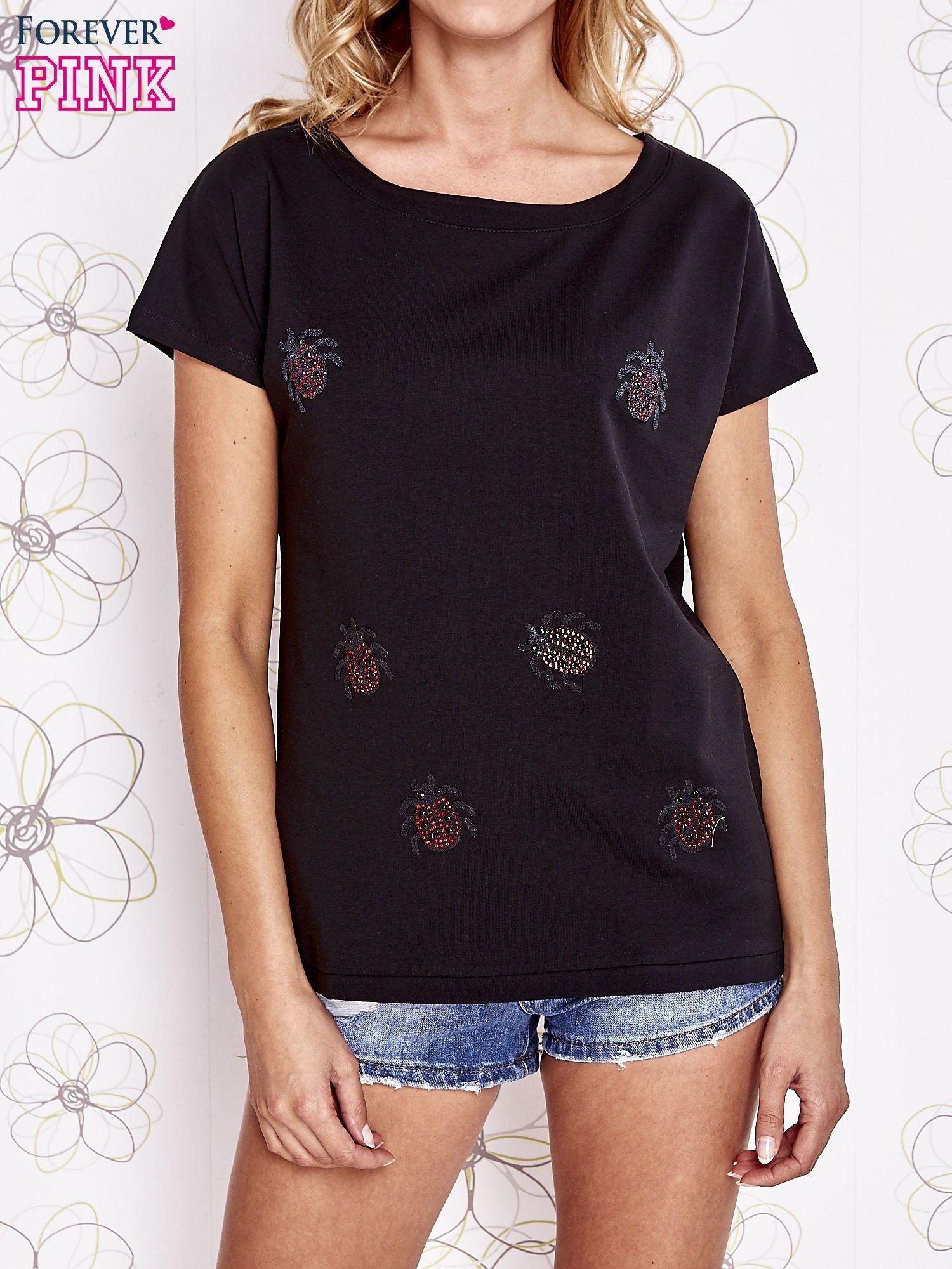 Czarny t-shirt z aplikacją owadów                                  zdj.                                  1